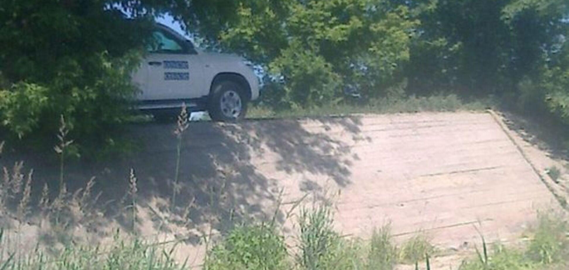 Уединились. В Луганске засекли машину ОБСЕ на пляже: фотофакт
