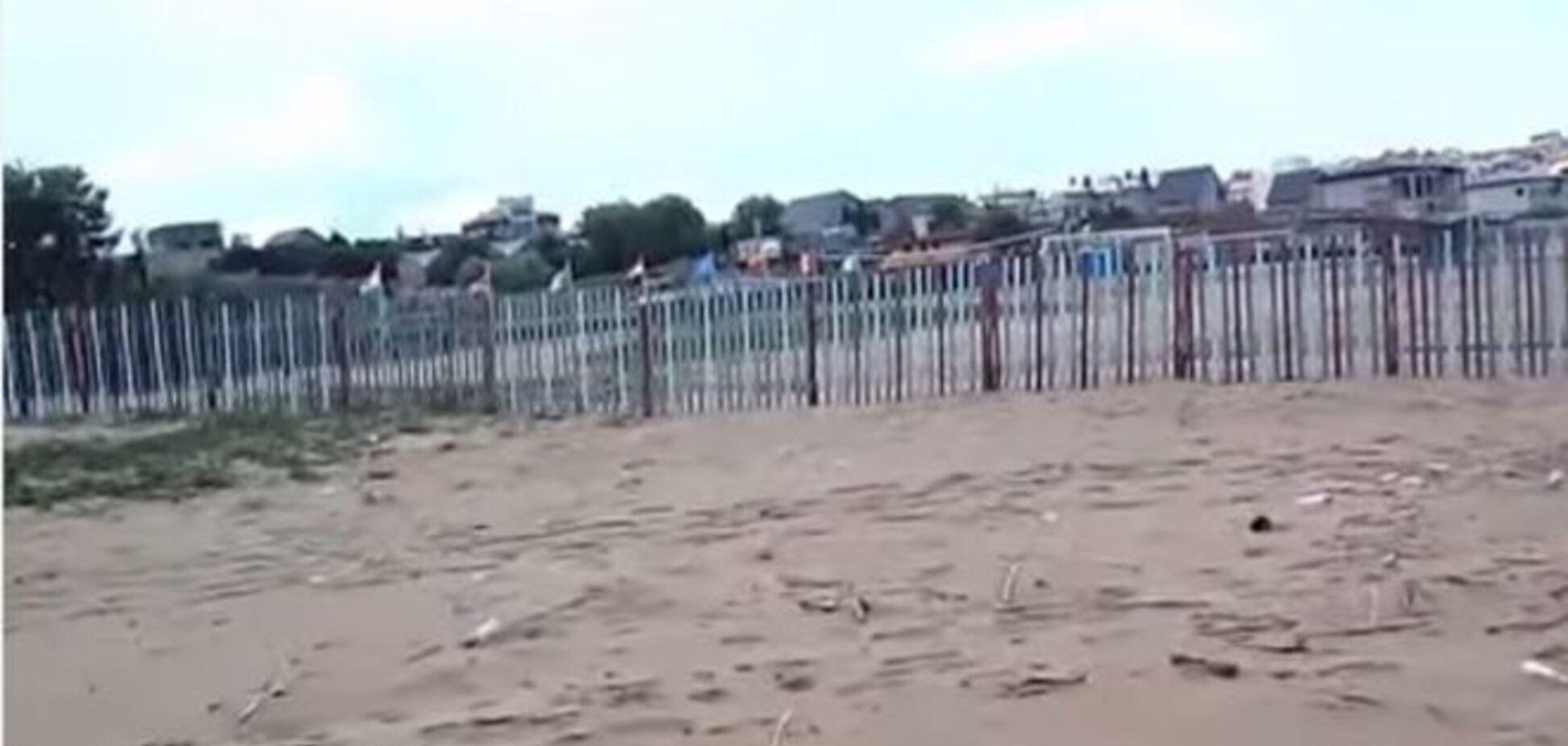'У нас теперь все, как в России': крымчанка сняла превратившиеся в мусорники пустые пляжи
