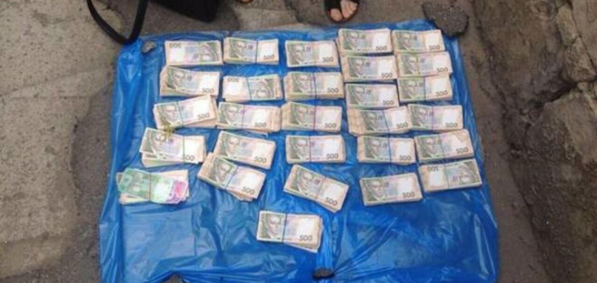 В Харькове чиновника поймали на взятке в 1,5 млн: фотофакт