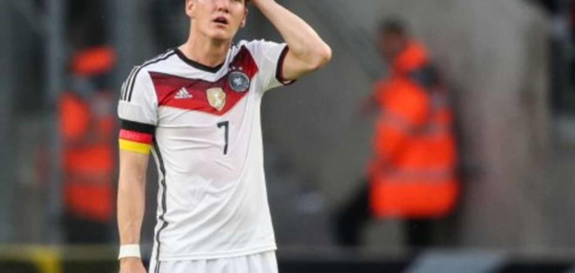 Капитан сборной Германии опозорился в Гибралтаре: видео курьеза