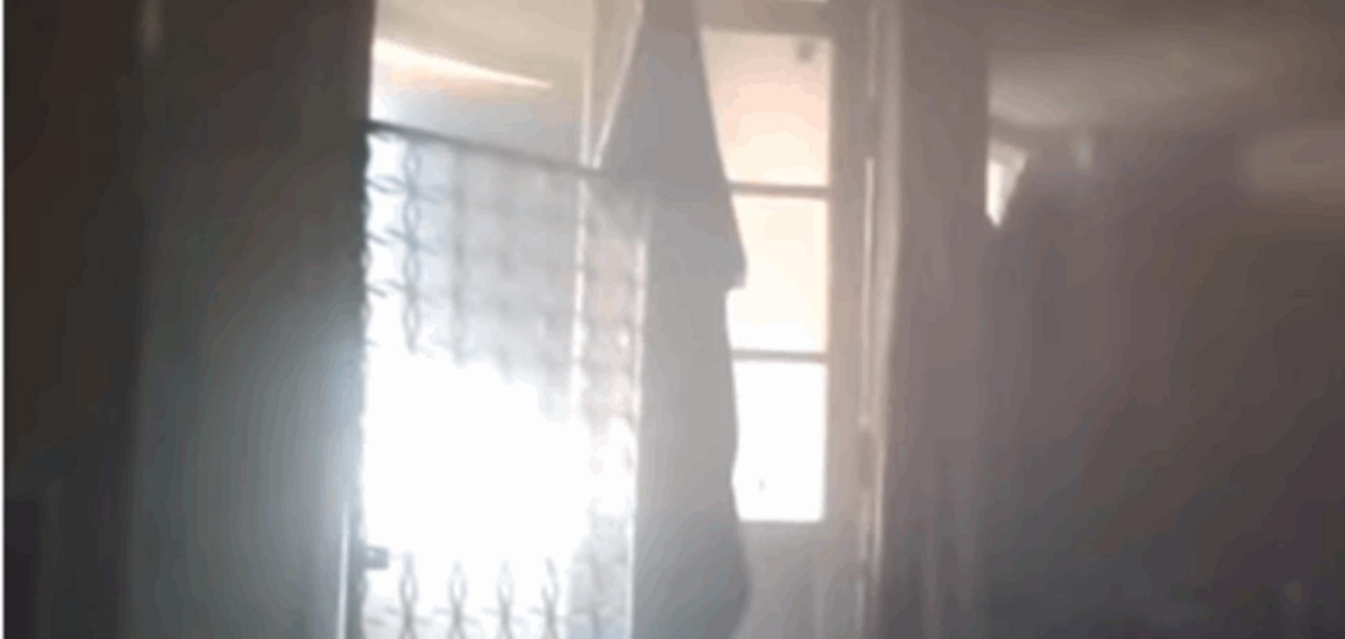 У Широкине снаряд залетів прямо в будинок до 'азовців': відеофакт