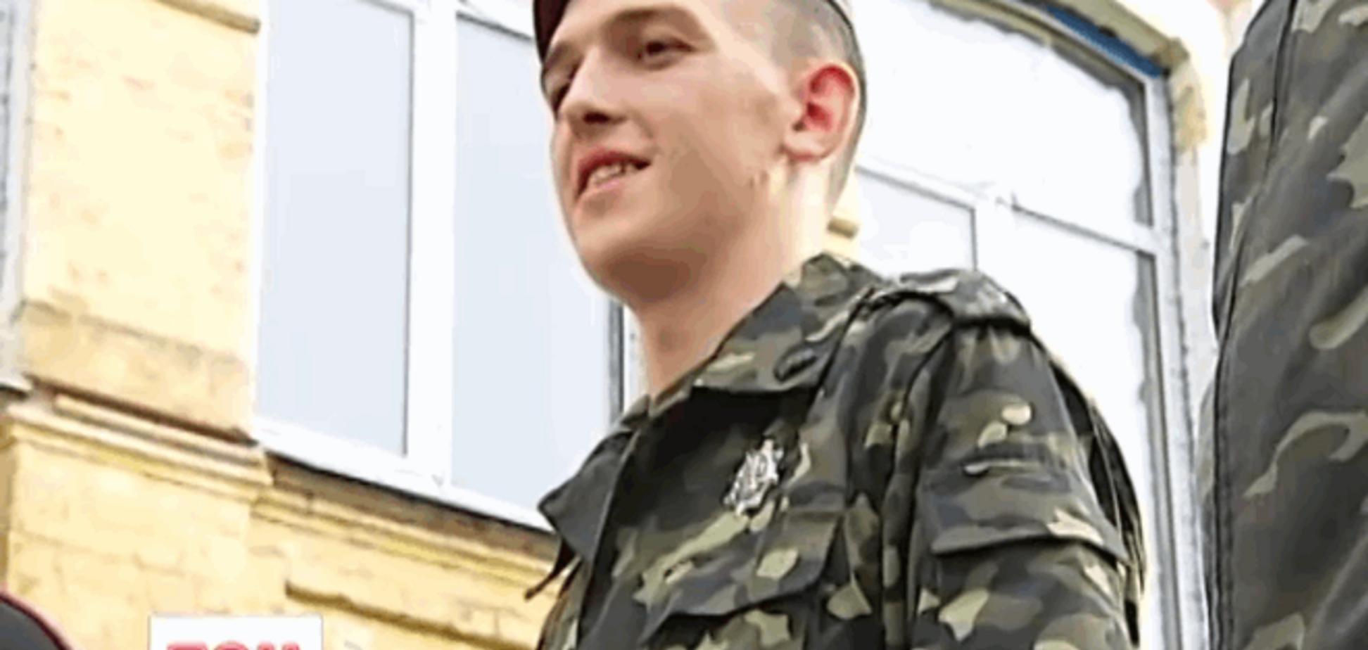 Упавший во время инаугурации Порошенко караульный тяжело заболел из-за армии