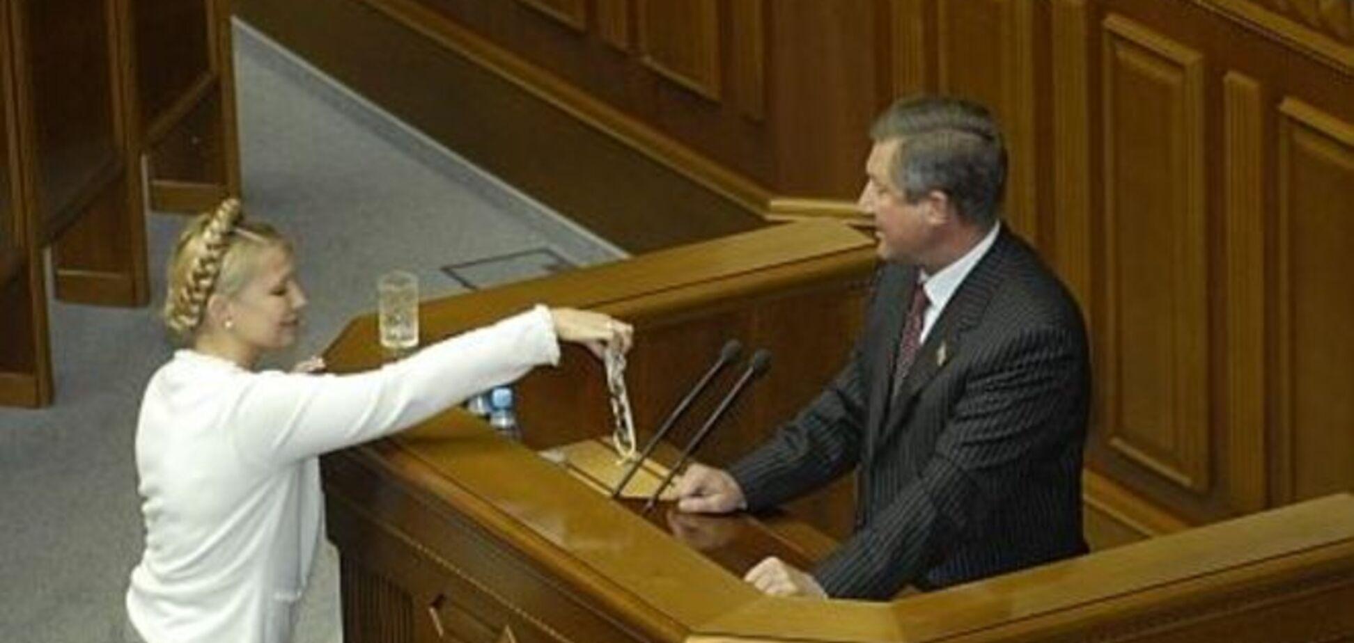 ТОП найскандальніших аксесуарів в українській політиці: від намиста Тимошенко до сумки Продан