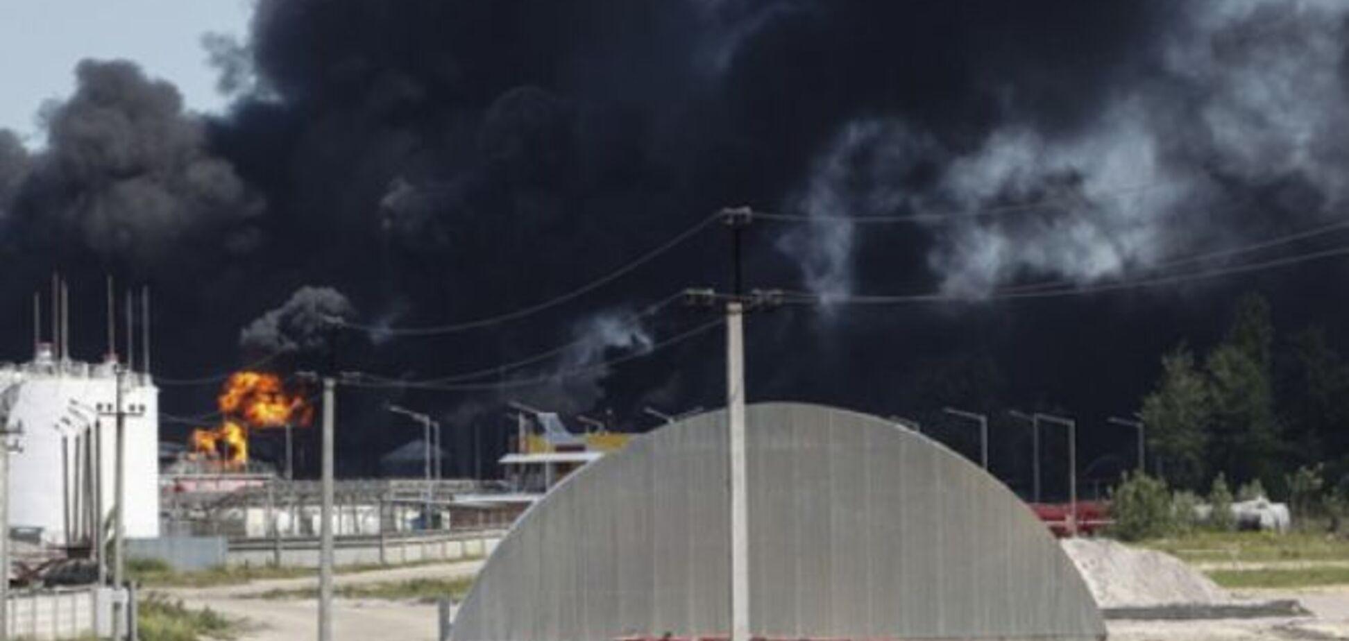 Рятувальники розповіли про ситуацію на нафтобазі у Василькові