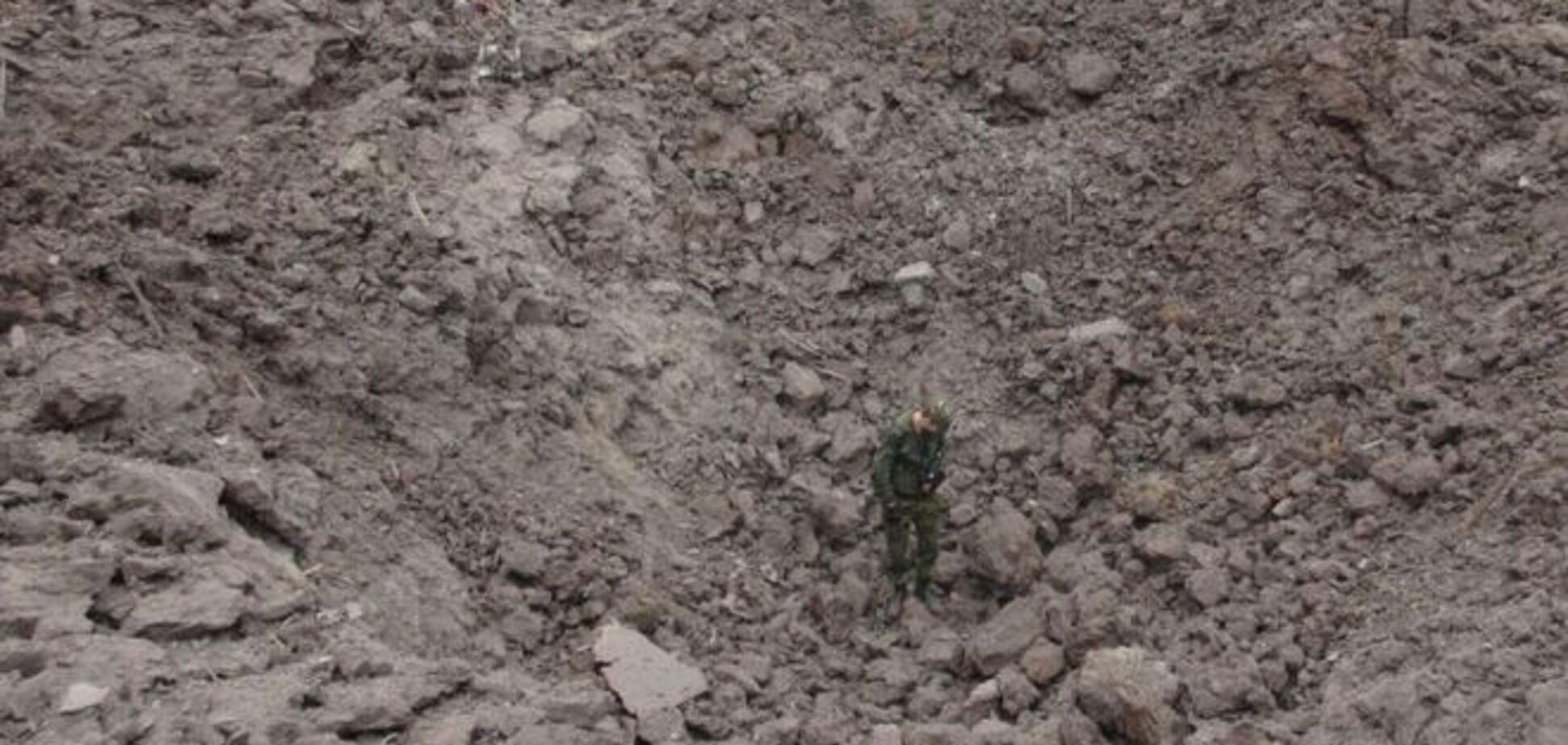 На месте взрыва в Донецке образовалась огромная воронка: фотофакт