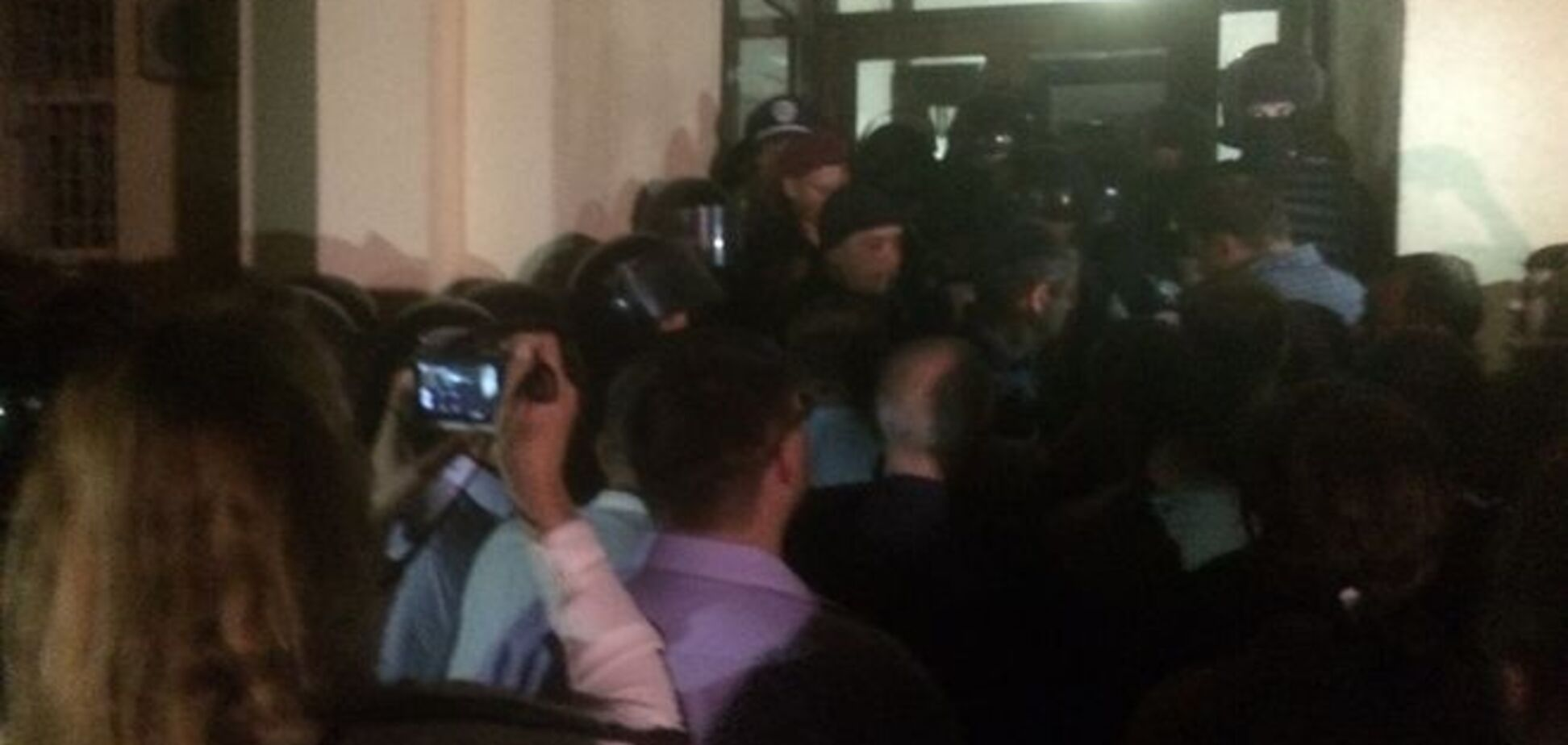 ЧП в киевском суде: беспредел милиции или нардепов?