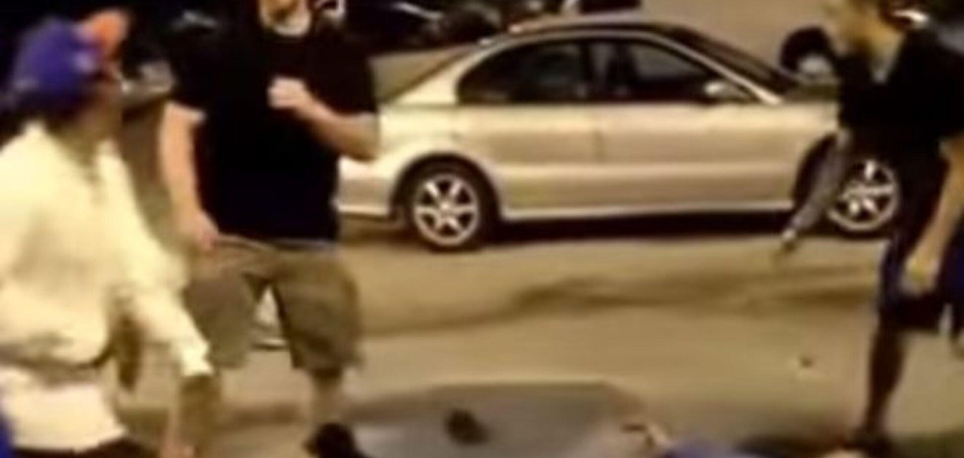 'Одесский боксер' взорвал Youtube, нокаутировав троих за 7 секунд: жесткое видео