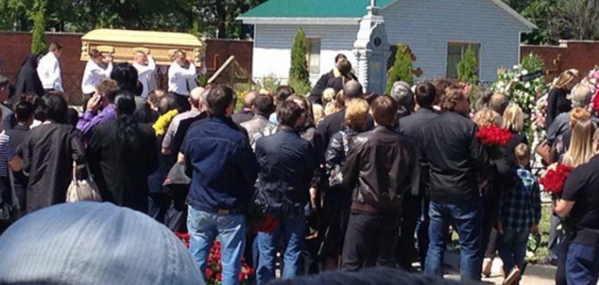 У Росії проходять похорони співачки Жанни Фріске. Онлайн трансляція