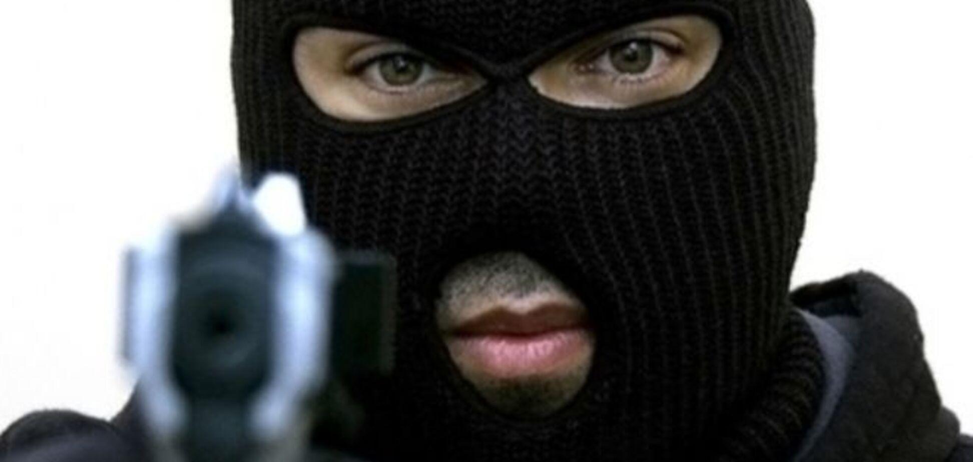 На Винничине вооруженные в камуфляже похитили у экспедиторов авто и $150 тысяч
