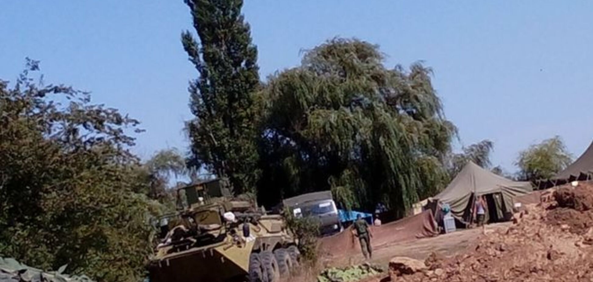 На админгранице с Крымом обнаружены открытые позиции российских войск с танками и артиллерией