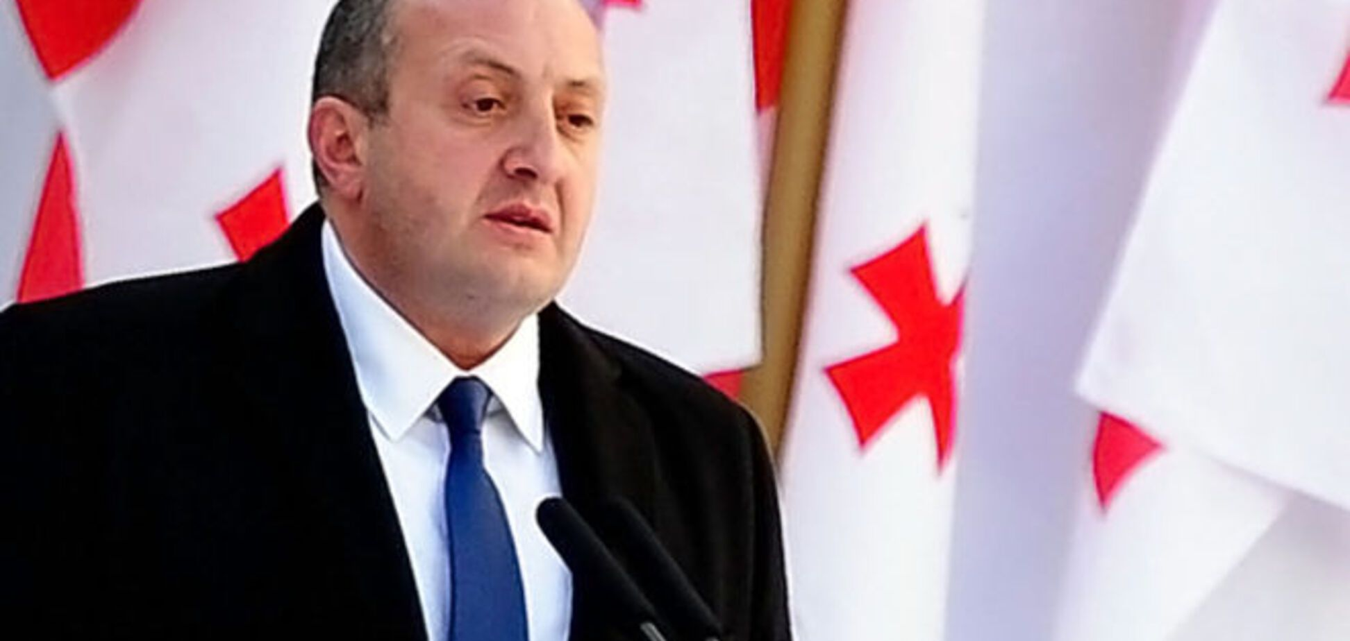 Президент Грузії продав прикраси для допомоги постраждалим від повені
