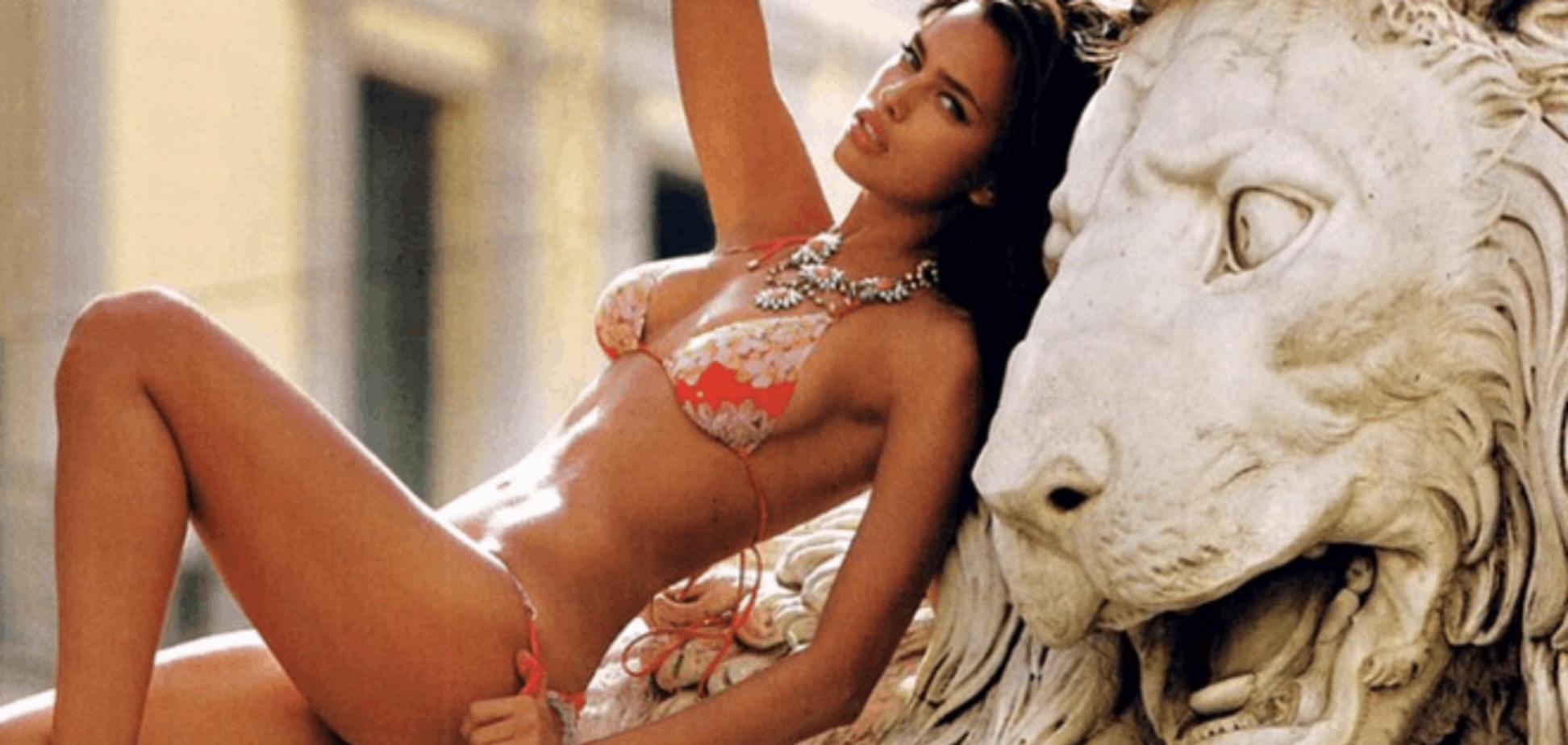 Сексуальная Ирина Шейк в купальнике забралась на льва