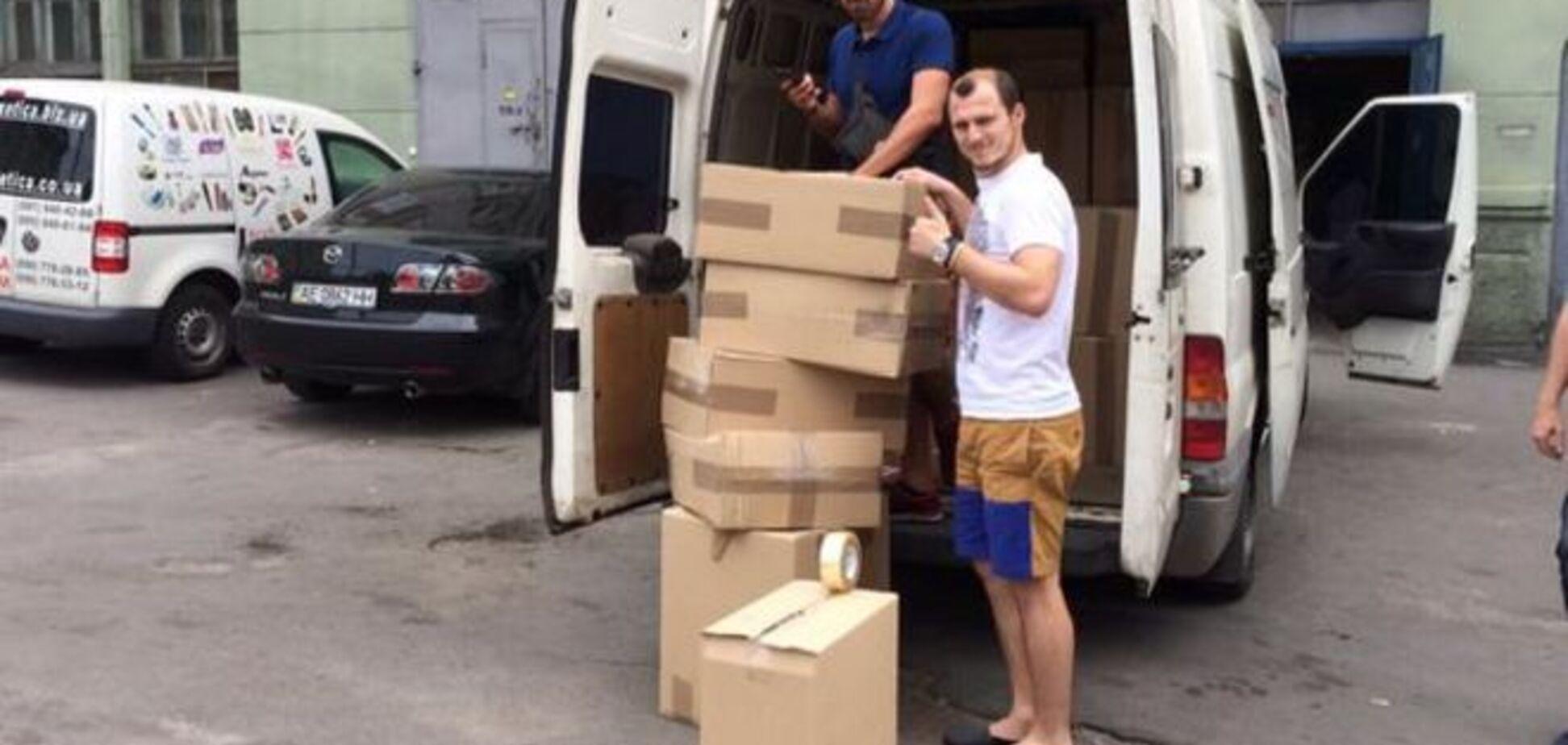 Футболіст збірної України в черговий раз допоміг воїнам АТО: фотофакт