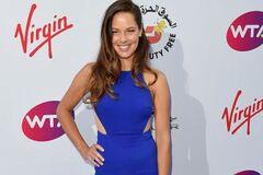 Сексуальна тенісистка похвалилася ефектною сукнею: яскраві фото
