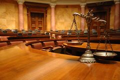 Суддя Київського апеляційного госпсуду: політики тиснуть на правосуддя