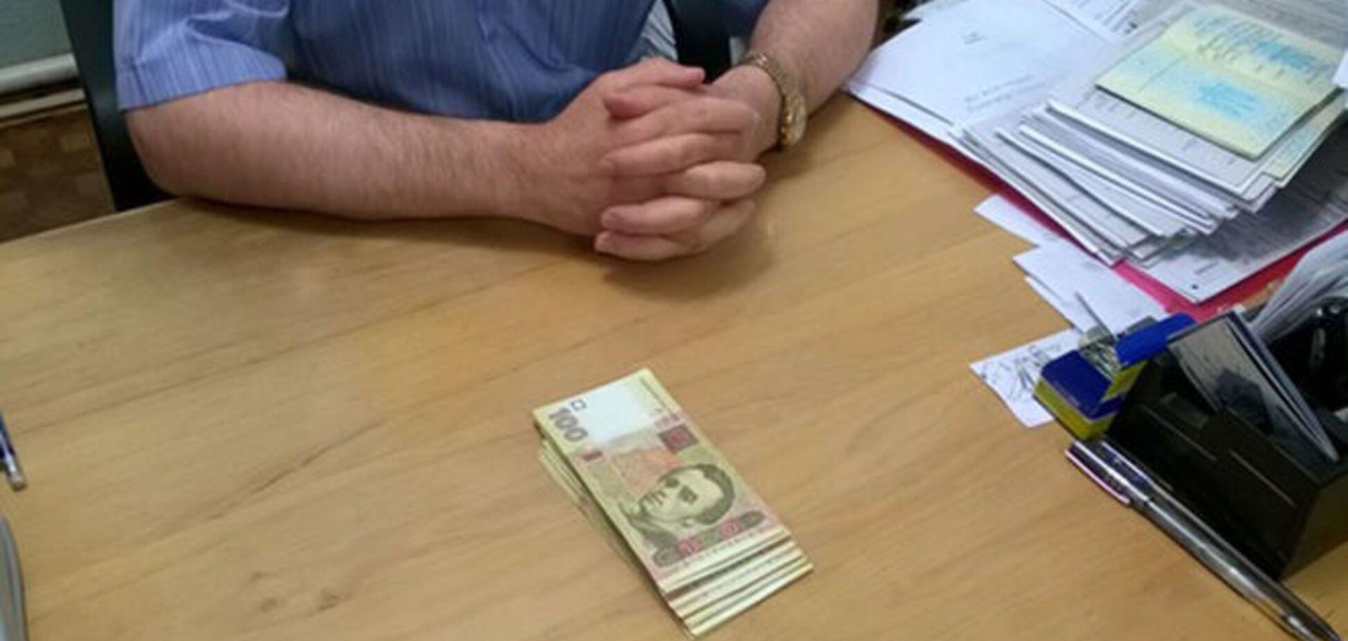 На Харківщині чиновник попався на хабарі з переселенців