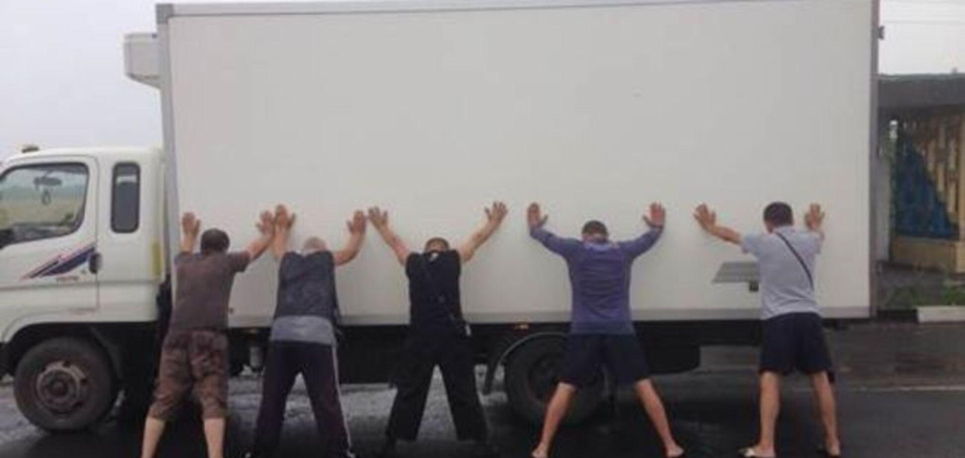 СБУ перехопила вантажівки з товарами для ватажків 'ДНР': опубліковані фото