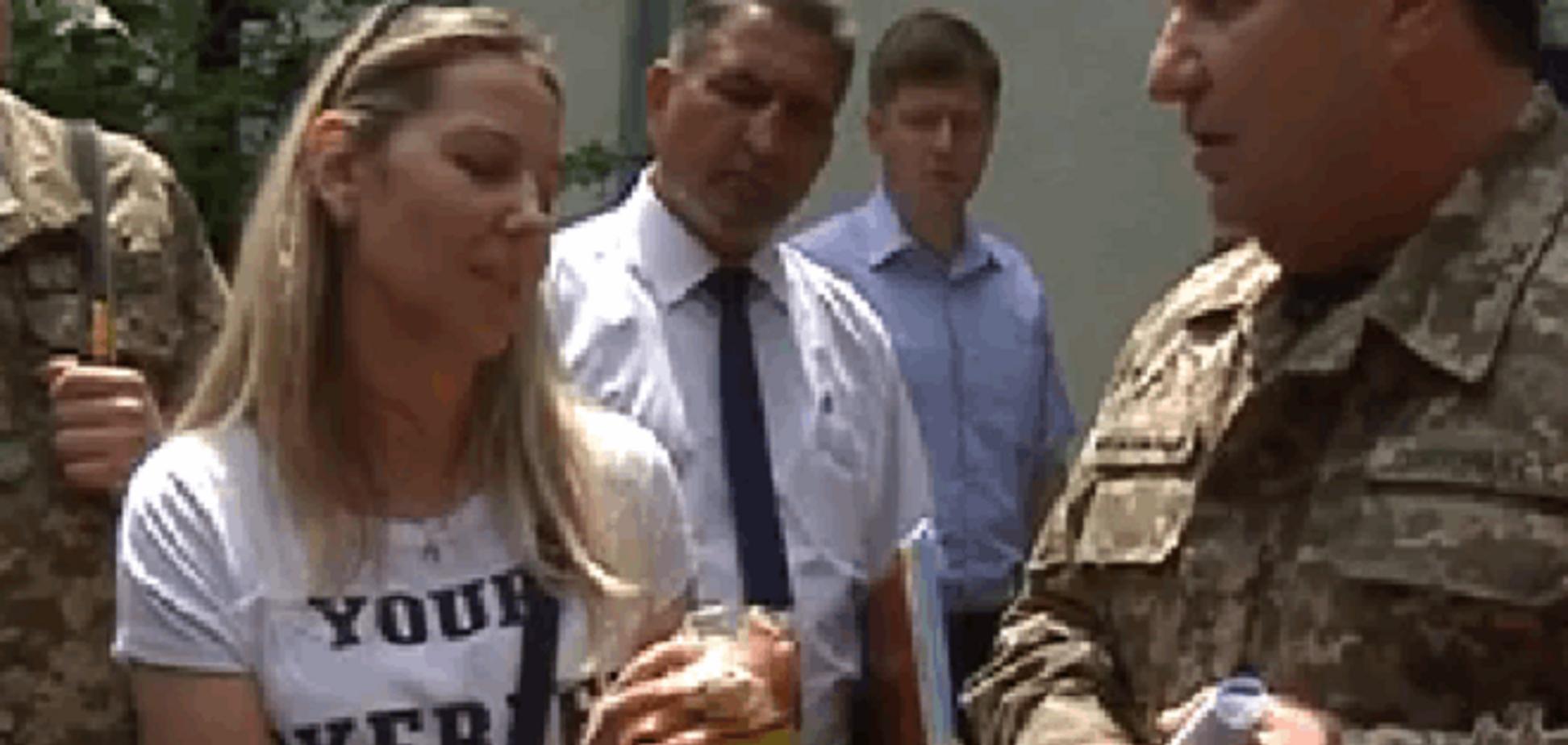 Полтораку подарували 'помиї', якими годують солдатів АТО: фото і відеофакт