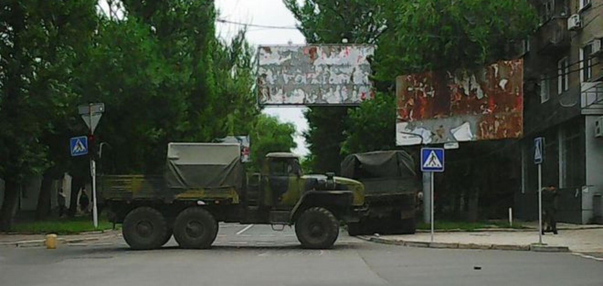 Смертельне ДТП в Донецьку: 'Урал' з терористами 'ДНР' протаранив автомобіль: фотофакт