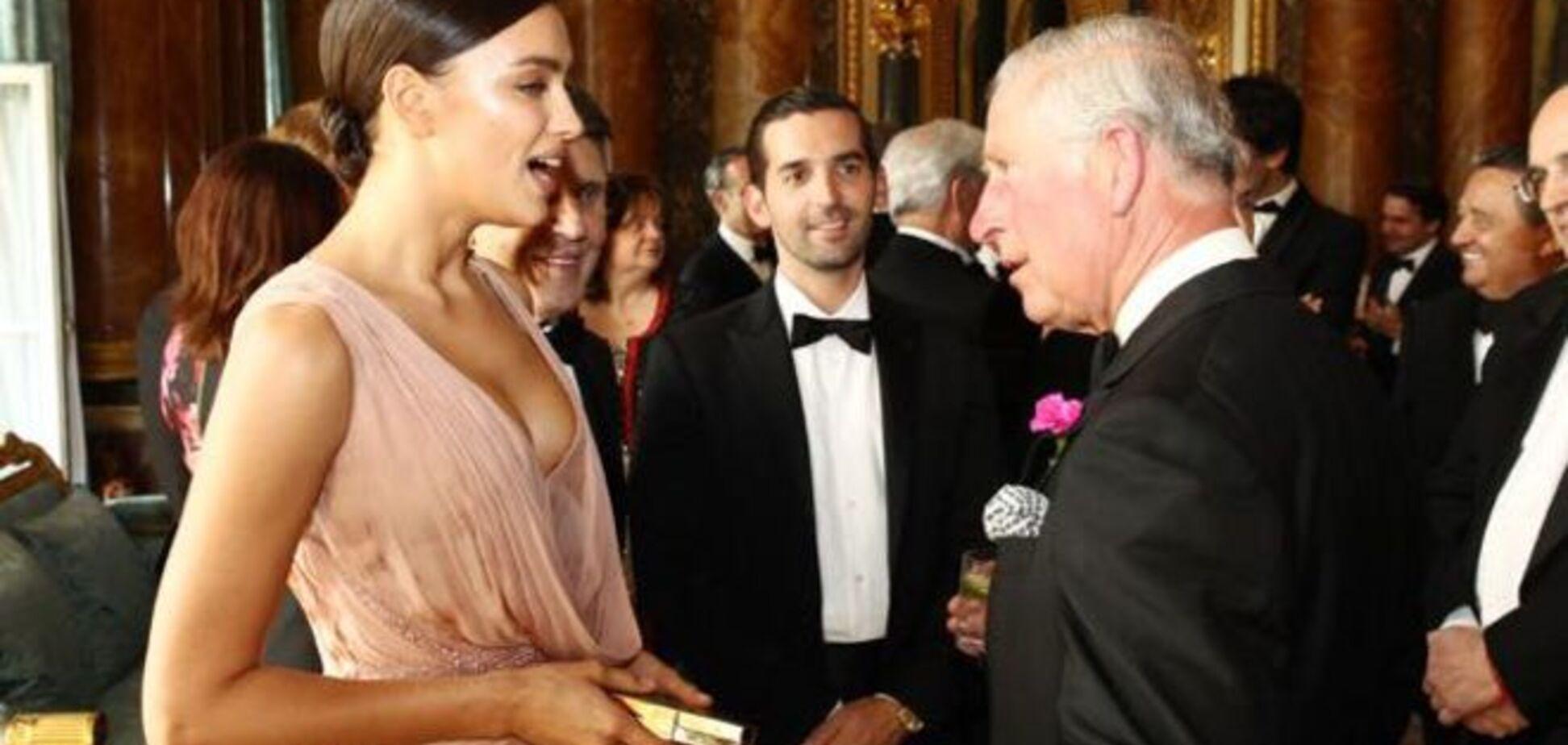 Ирина Шейк показала принцу Чарльзу свое глубокое декольте