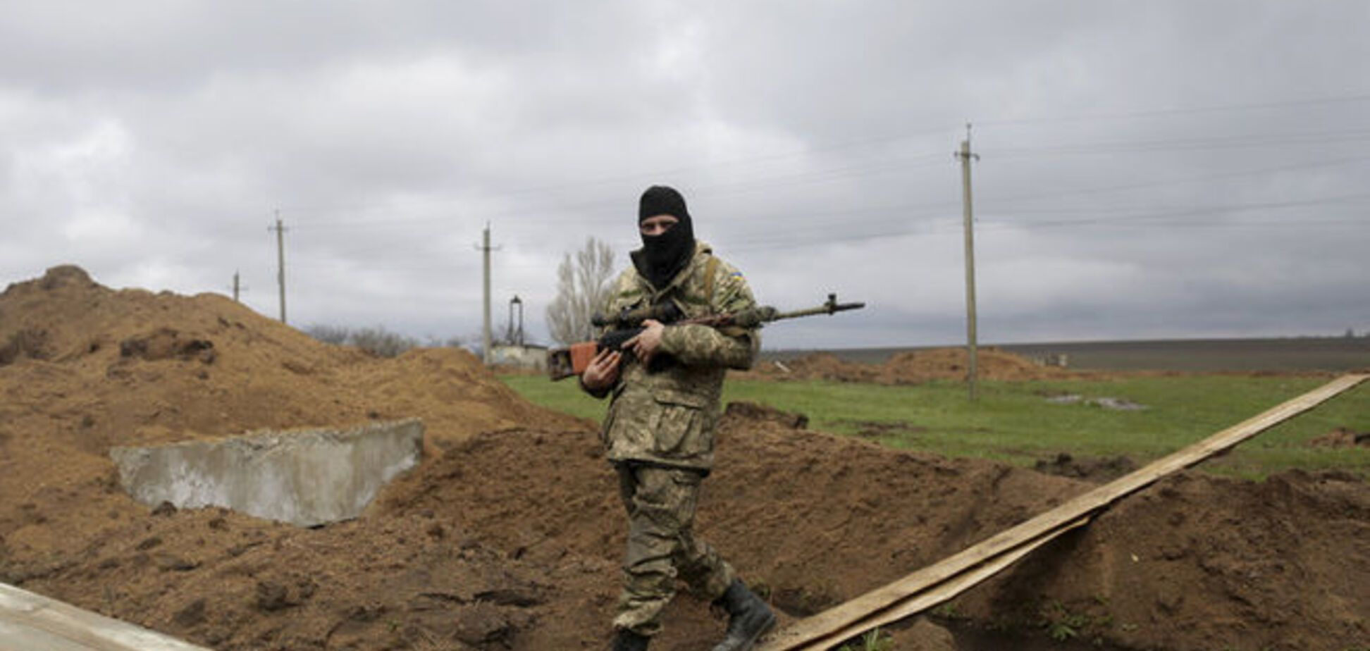 Сто террористов пытались прорваться на Донбассе: у сил АТО потери