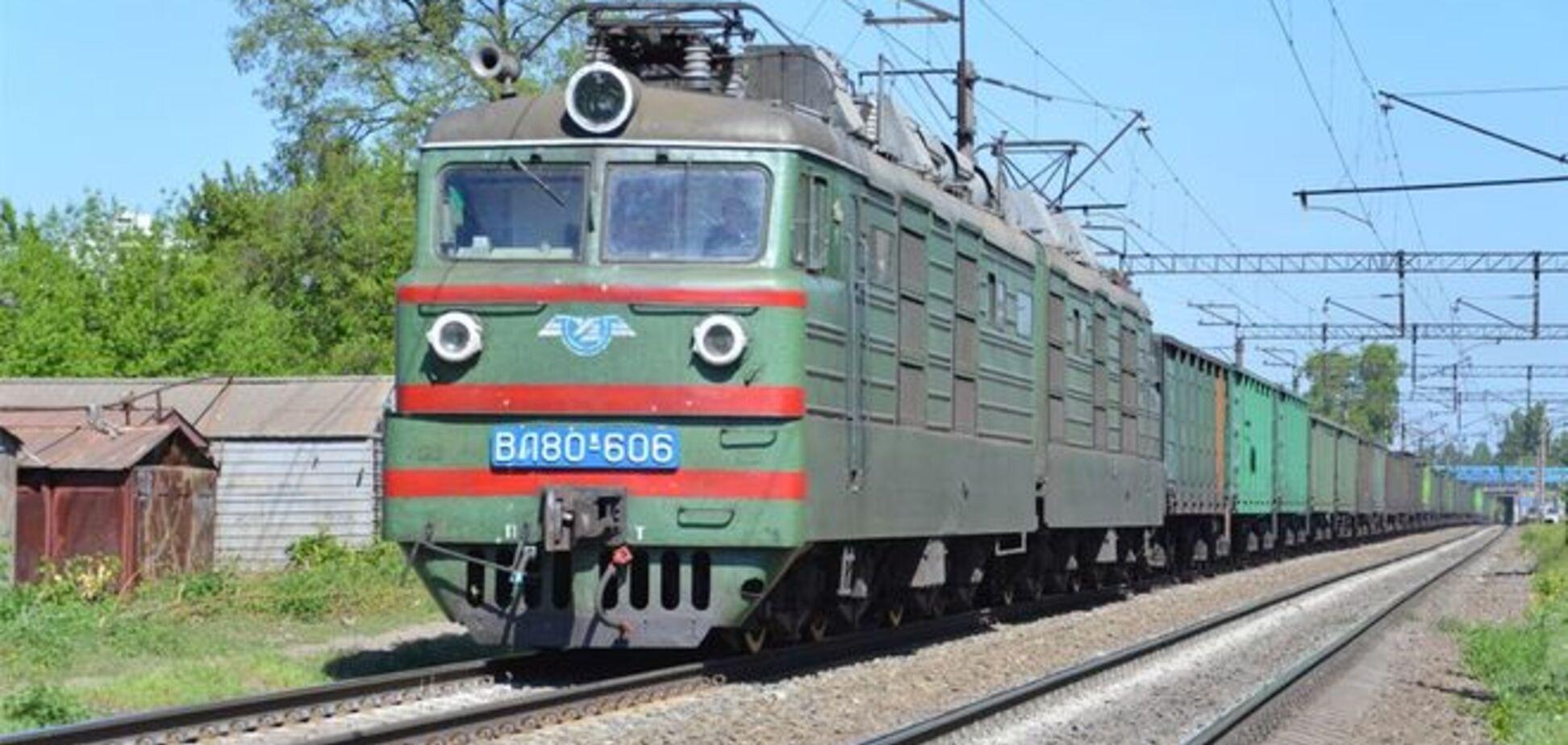 В Киеве мужчина попал под поезд. Его личность установили по карточке киевлянина