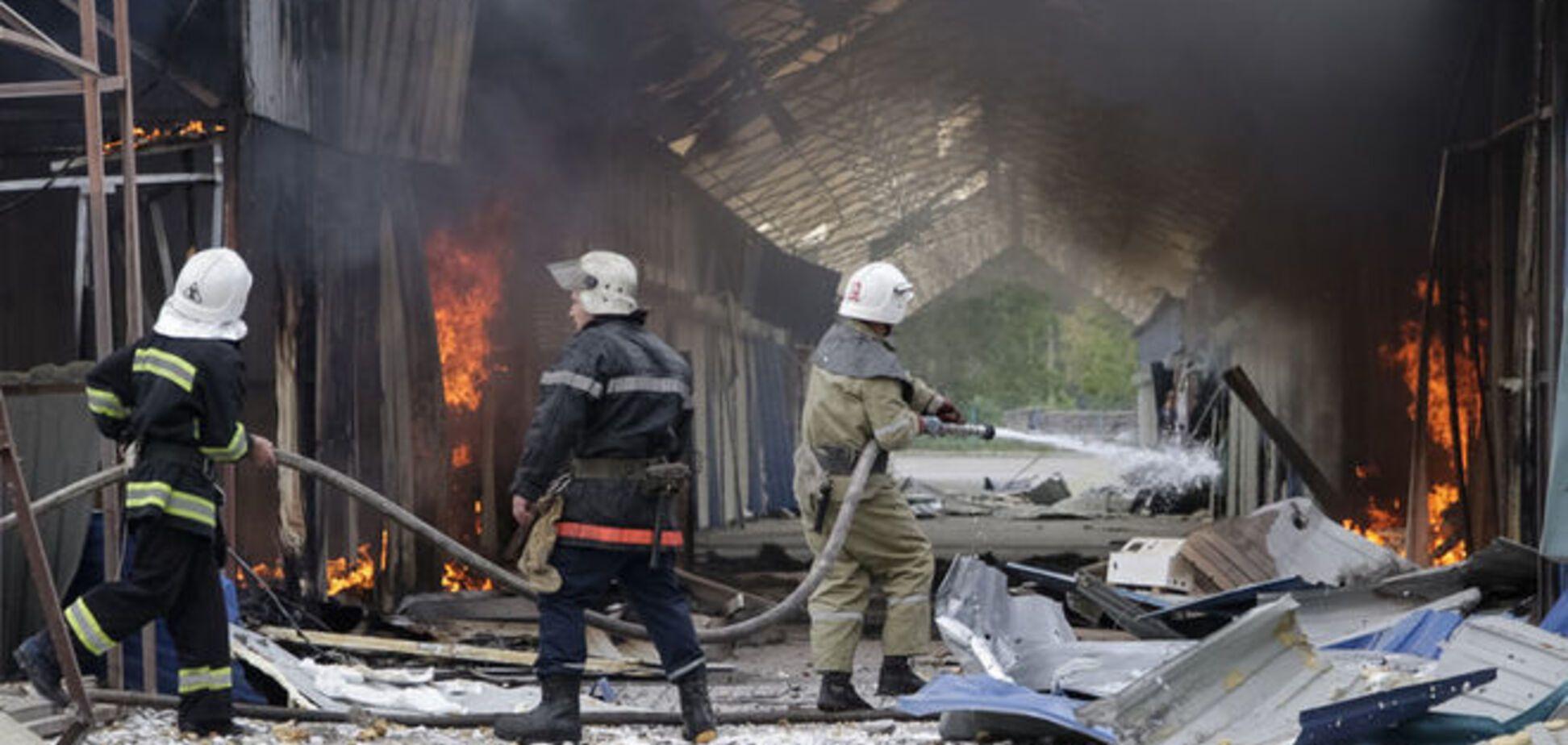 Вогонь і дим: окраїни Донецька потрапили під артобстріл: відеофакт