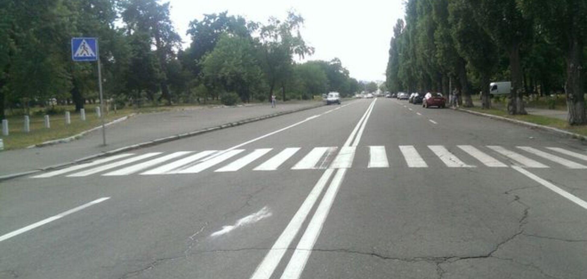 ЧП на зебре в Киеве: автомобиль зацепил коляску с ребенком
