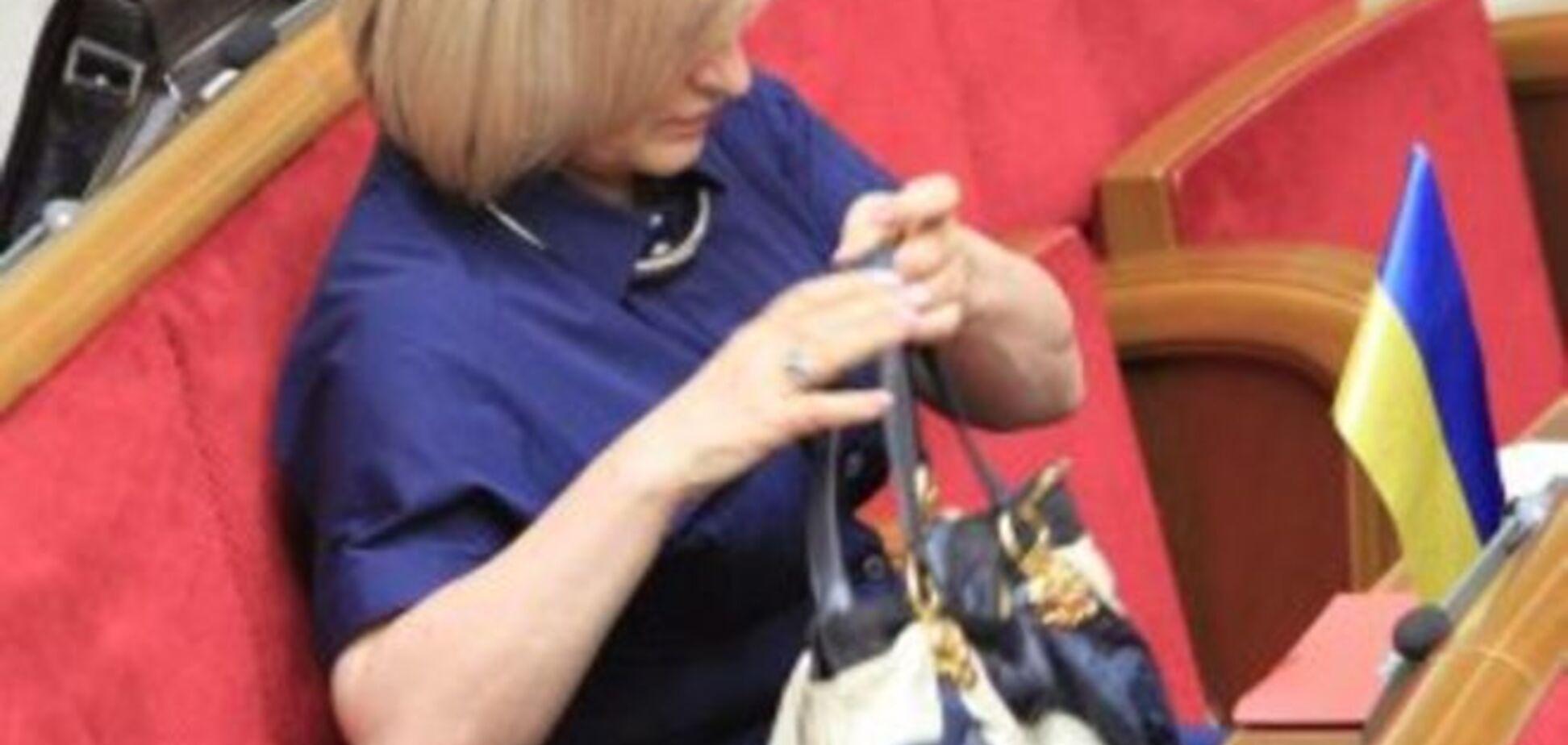 Вид на миллион! Жена Луценко собрала коллекцию дорогущих дизайнерских сумок: фотофакт