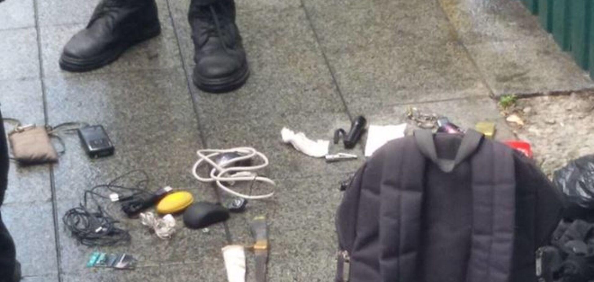 Возле Рады задержали группу неизвестных с дымовыми шашками