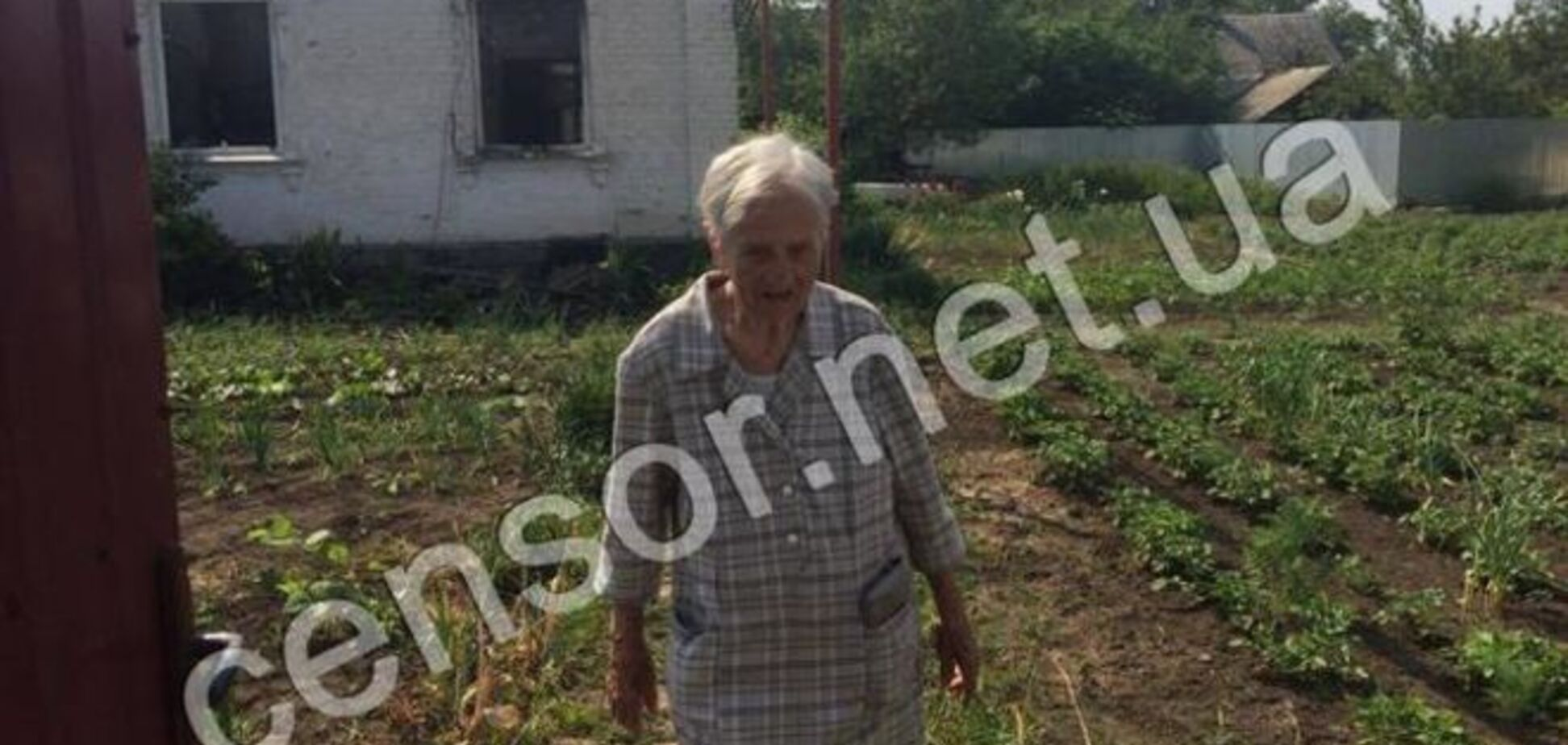 Террористы разбомбили дом 99-летнего ветерана в Красногоровке: фоторепортаж