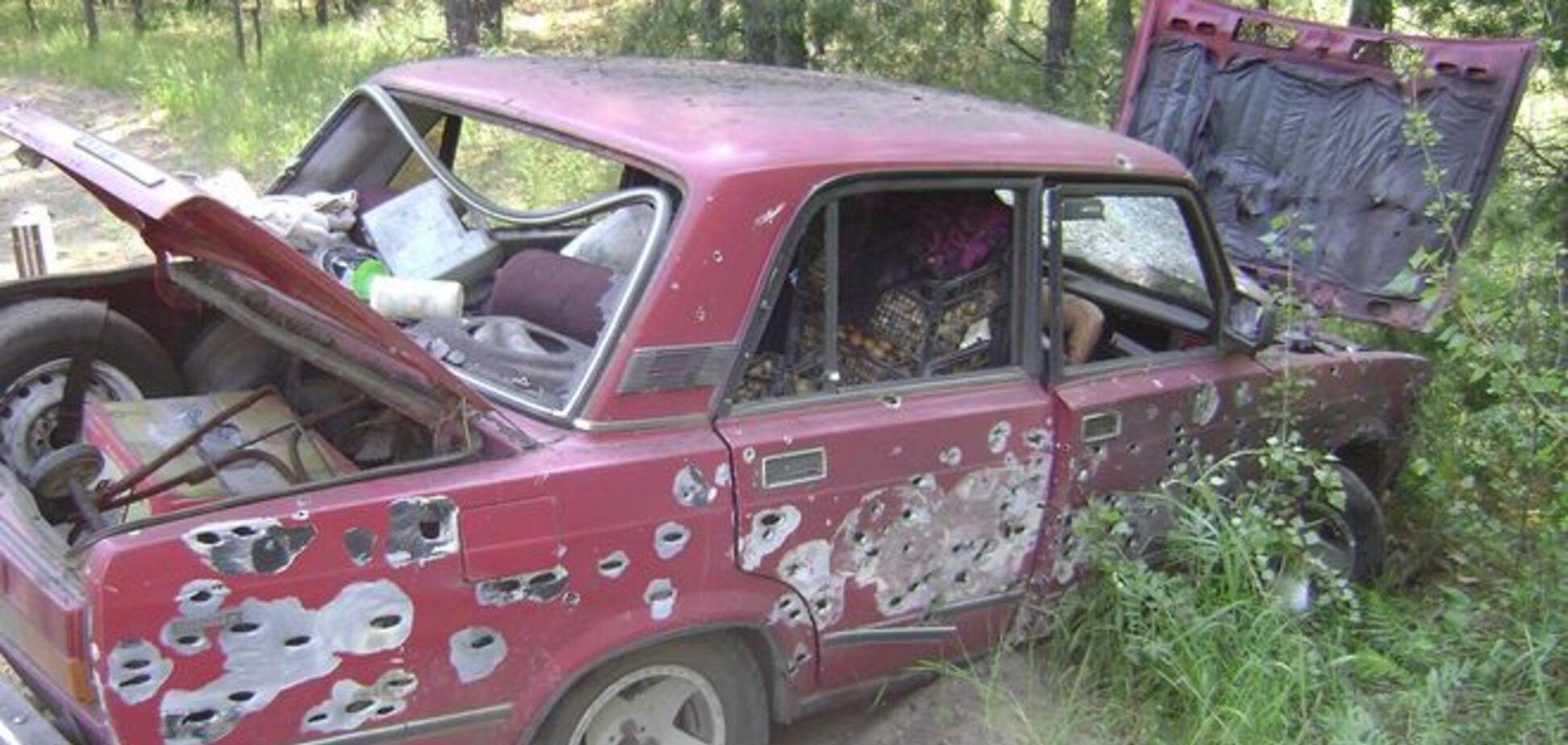 В Луганской области террористы подорвали автомобиль с пенсионерами: фото