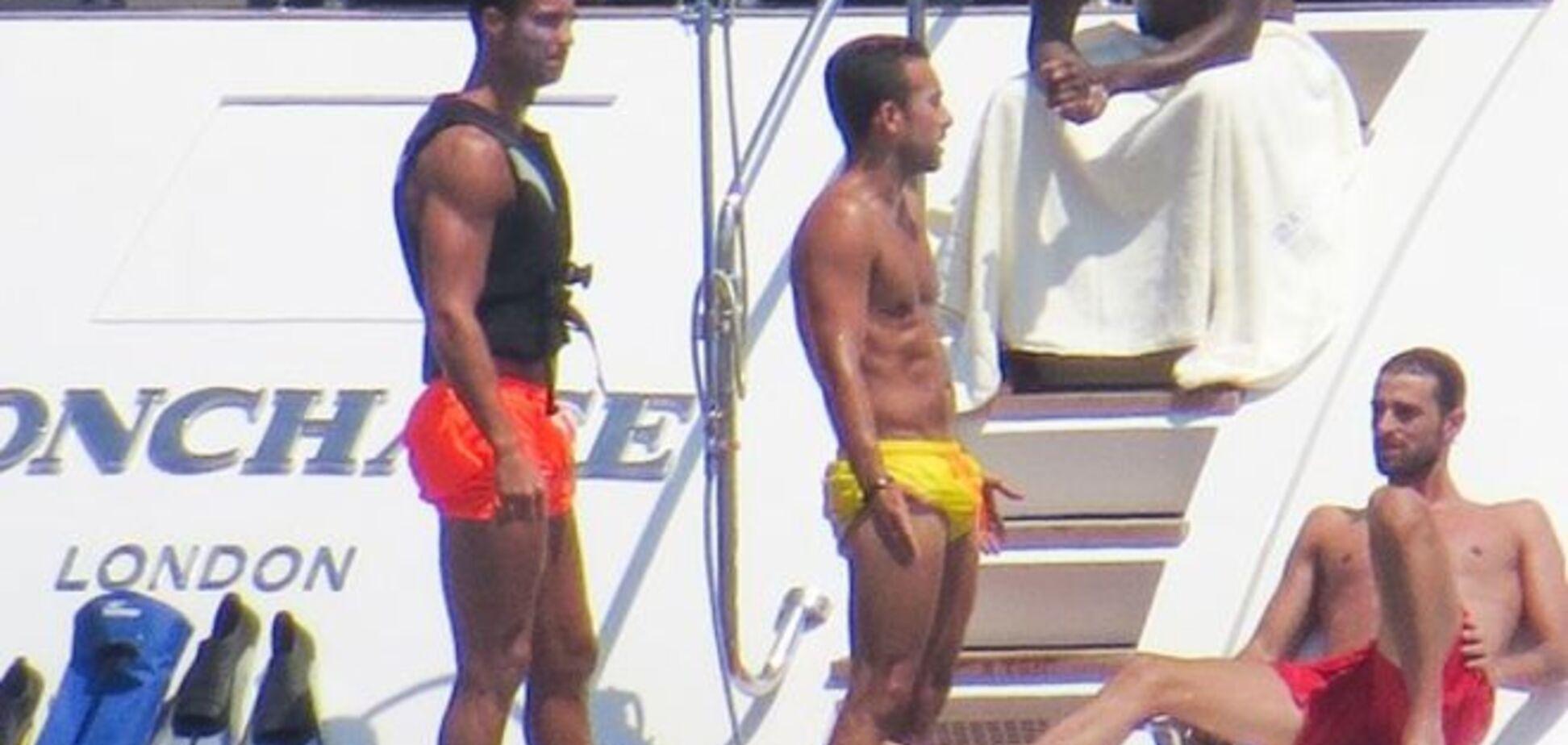 Криштиану Роналду развлекся в тесной компании обнаженных мускулистых мужчин: интригующие фото