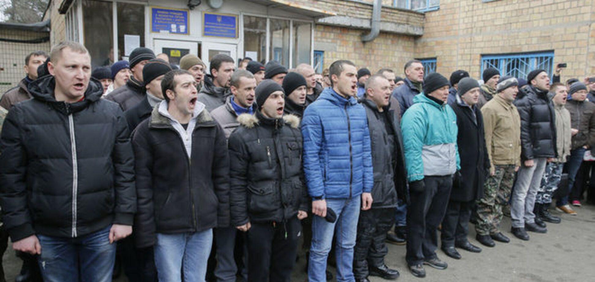 В Киеве 15 человек прямо из хостела увезли в военкомат