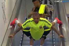 Футболист 'Барселоны' взорвал интернет сумасшедшим поступком: феерическое видео