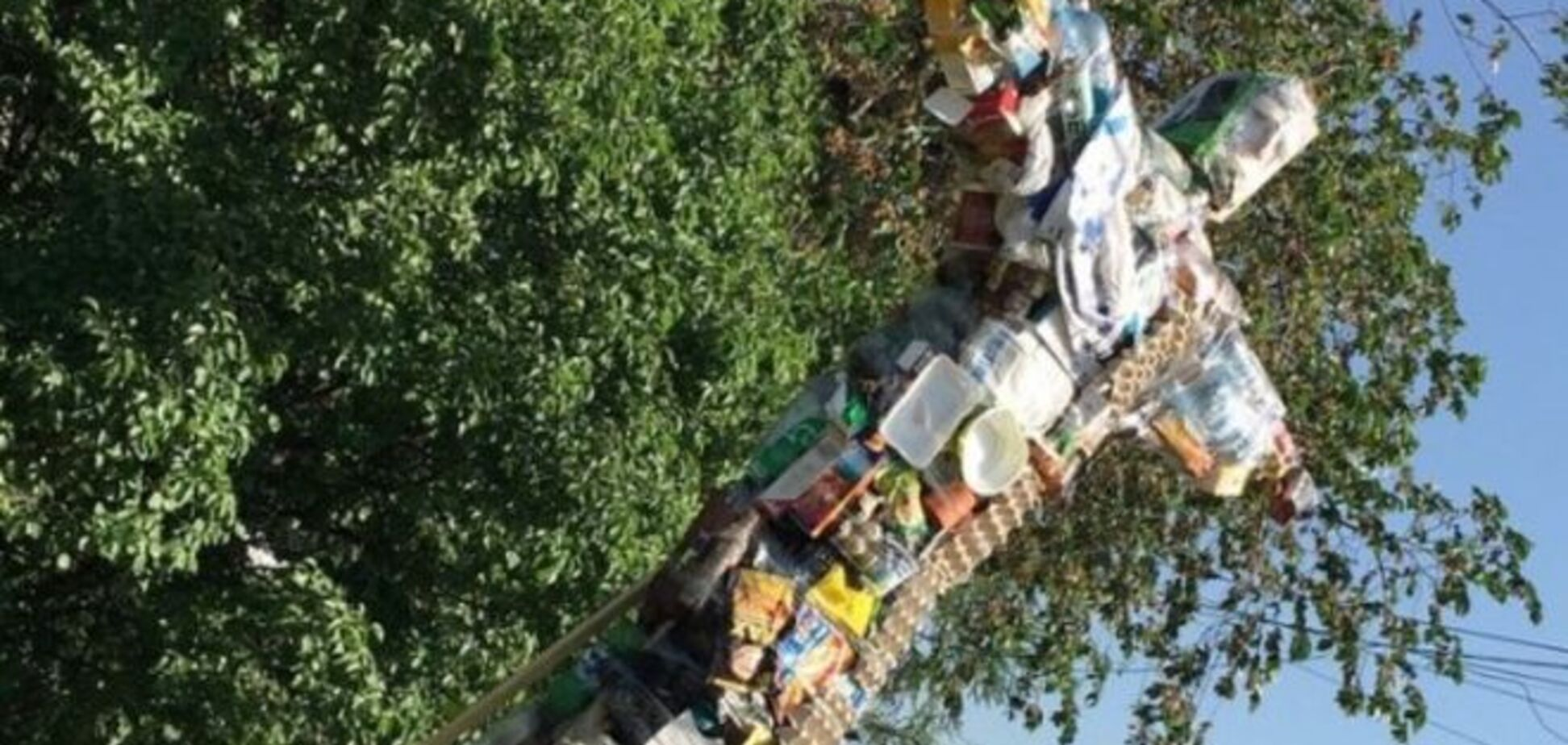 'След Госдепа'. В России создателей статуи мусорного Иисуса обвинили в экстремизме: фотофакт