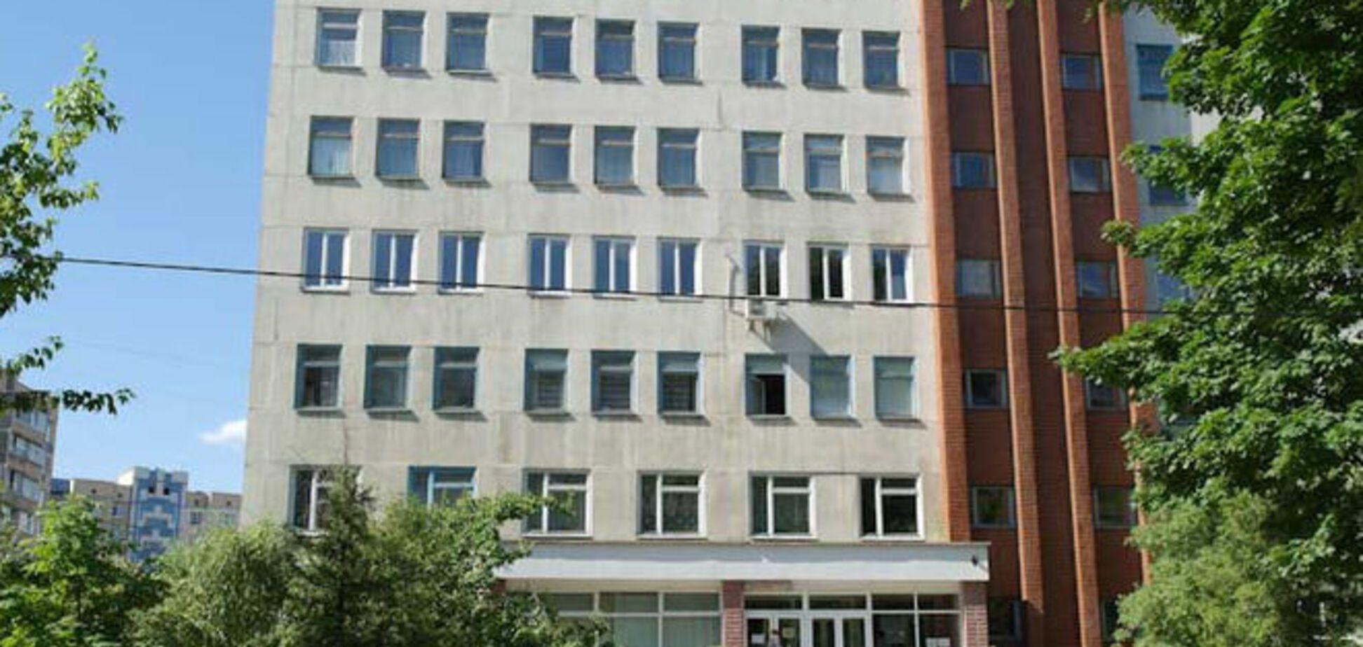 В Киеве мужчина погиб, выпав из окна больницы