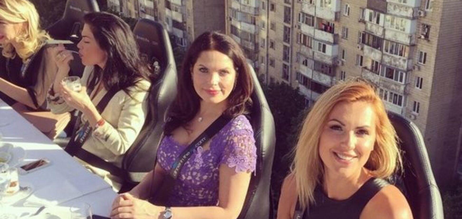 Яна Клочкова провела экстремальный ужин в воздухе: захватывающие фото