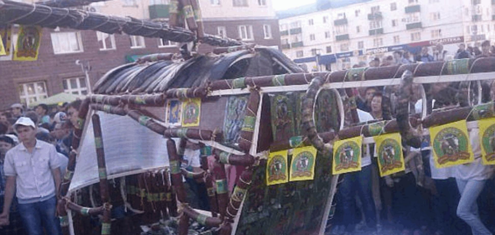 В ожидании 'Мистралей'. Россия построила вертолет из колбасы: фото чуда техники