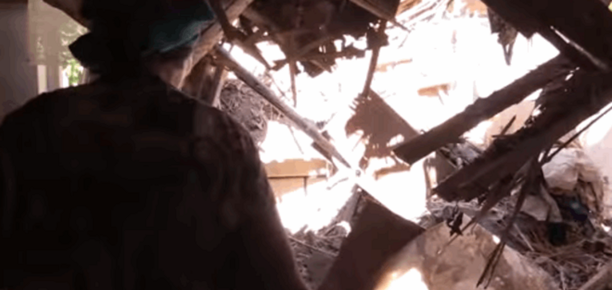 Жители Марьинки в панике после атак террористов: опубликовано видео