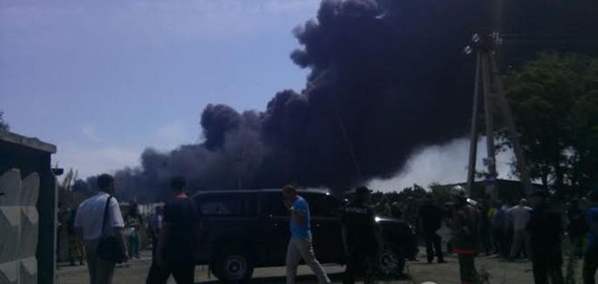 МВД: пожар на нефтебазе в Василькове самый сложный в Украине