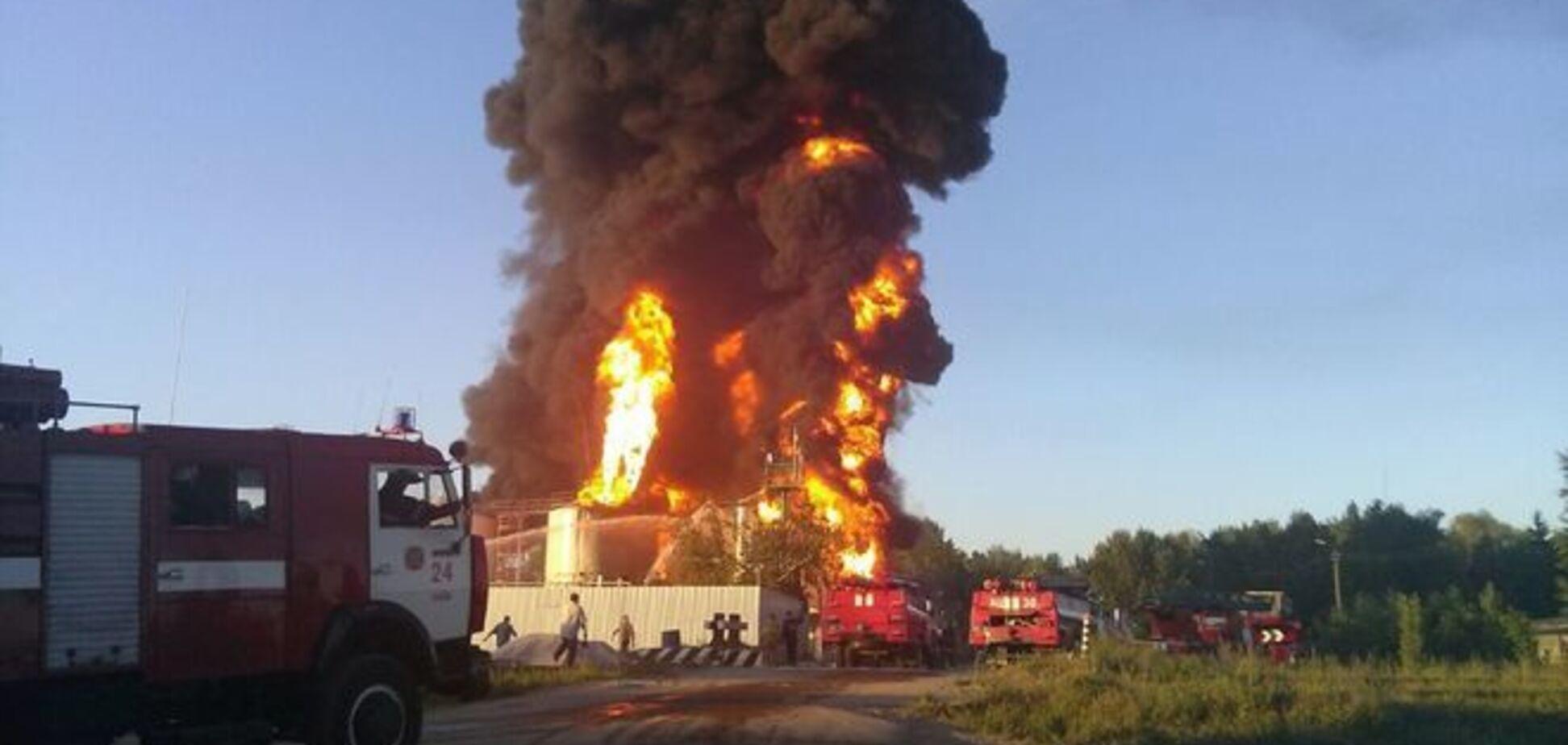 Милиция назвала предварительную причину пожара на нефтебазе в Василькове