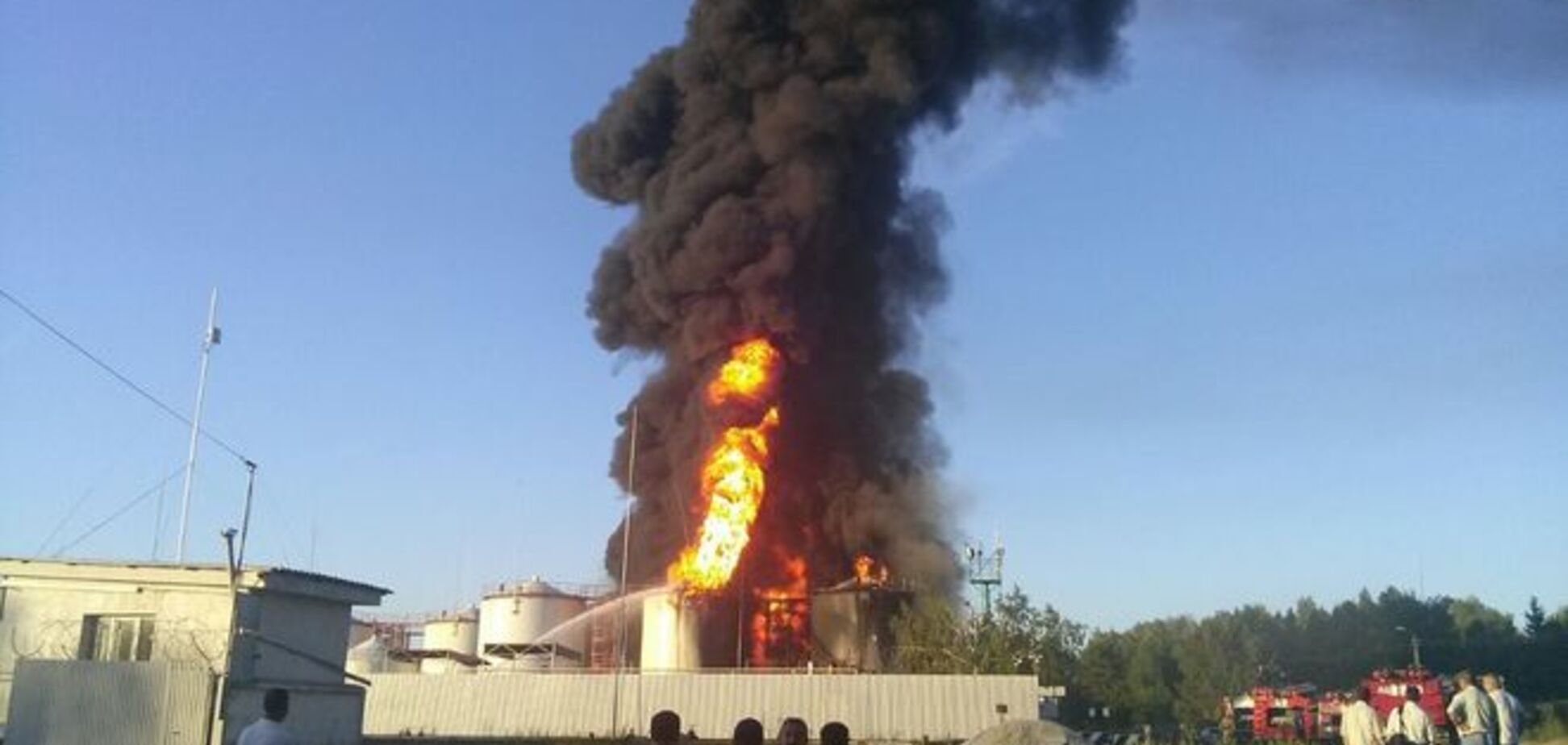 Пожар на нефтебазе в Василькове: СМИ сообщили о выросшем числе жертв