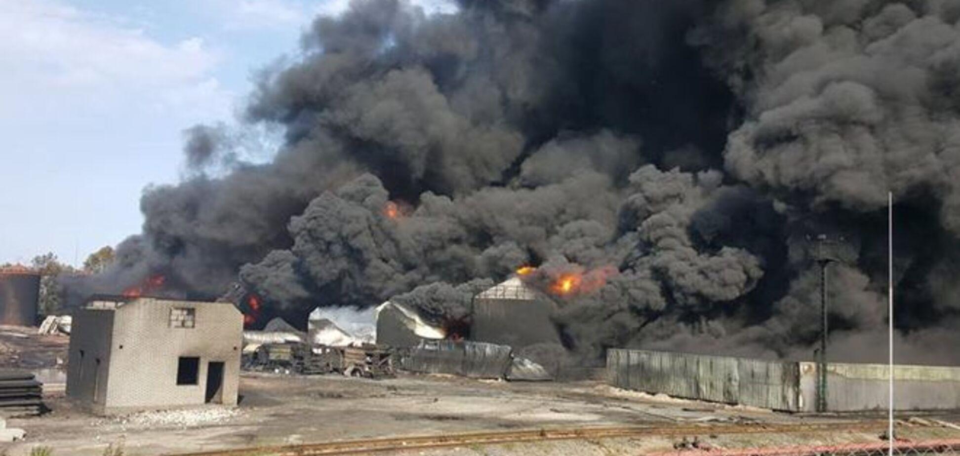 Пожар на нефтебазе в Василькове: Аваков объявил пенную атаку