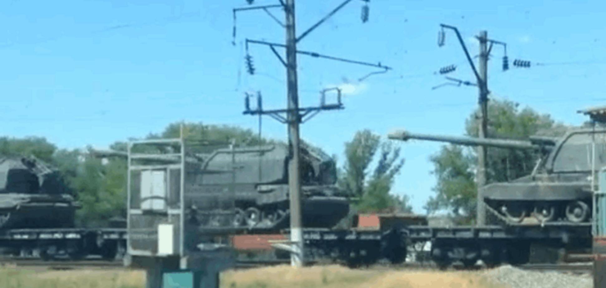 У границы Украины в Ростовской области зафиксирован эшелон с военной техникой: фото и видеофакты
