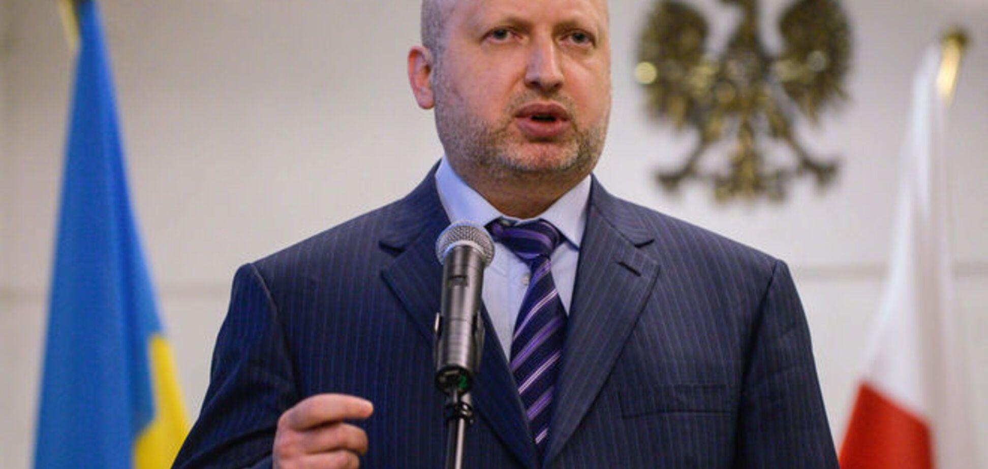 Турчинов назвал две версии пожара на нефтебазе в Василькове