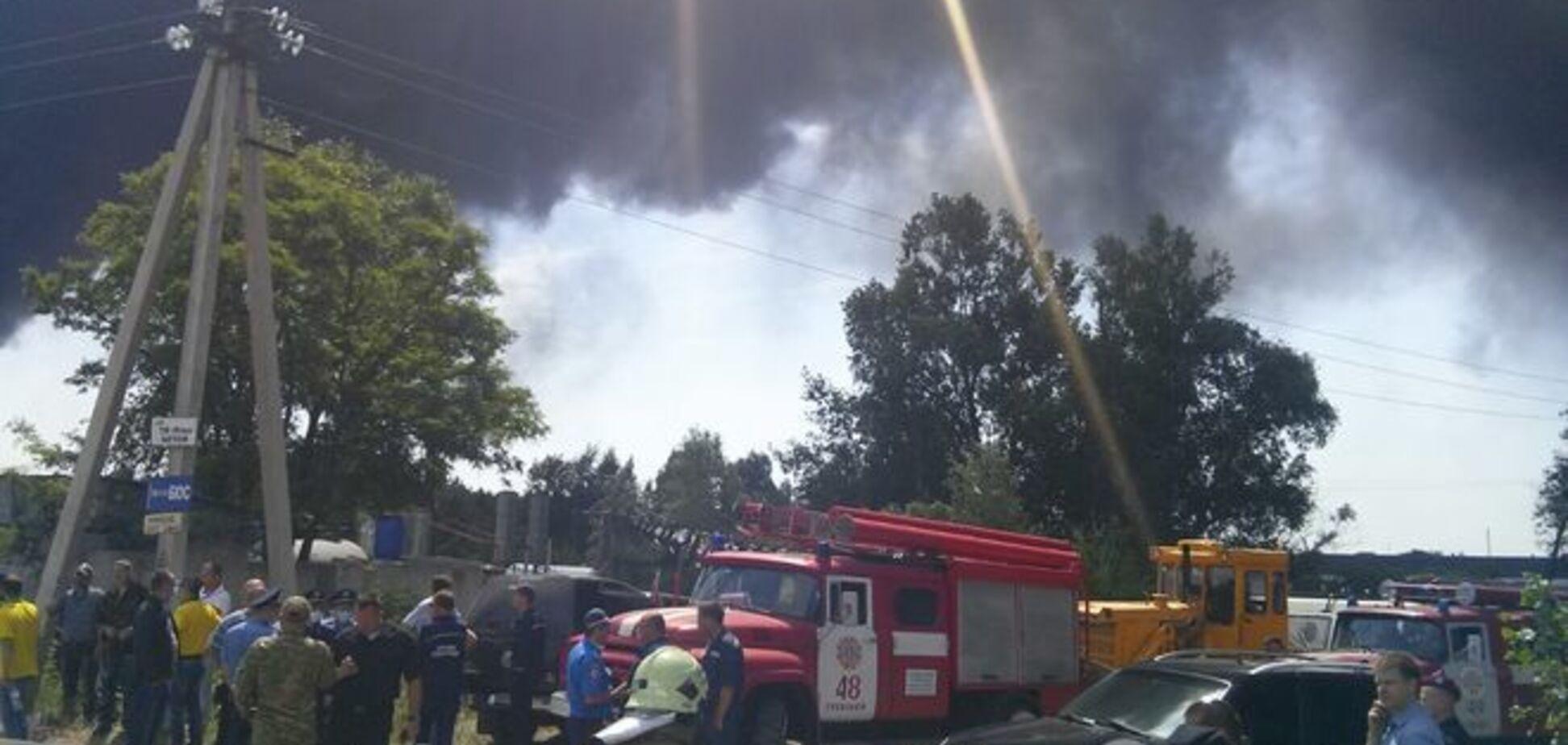Пожар на нефтебазе в Василькове может переброситься на военный аэродром - Минобороны