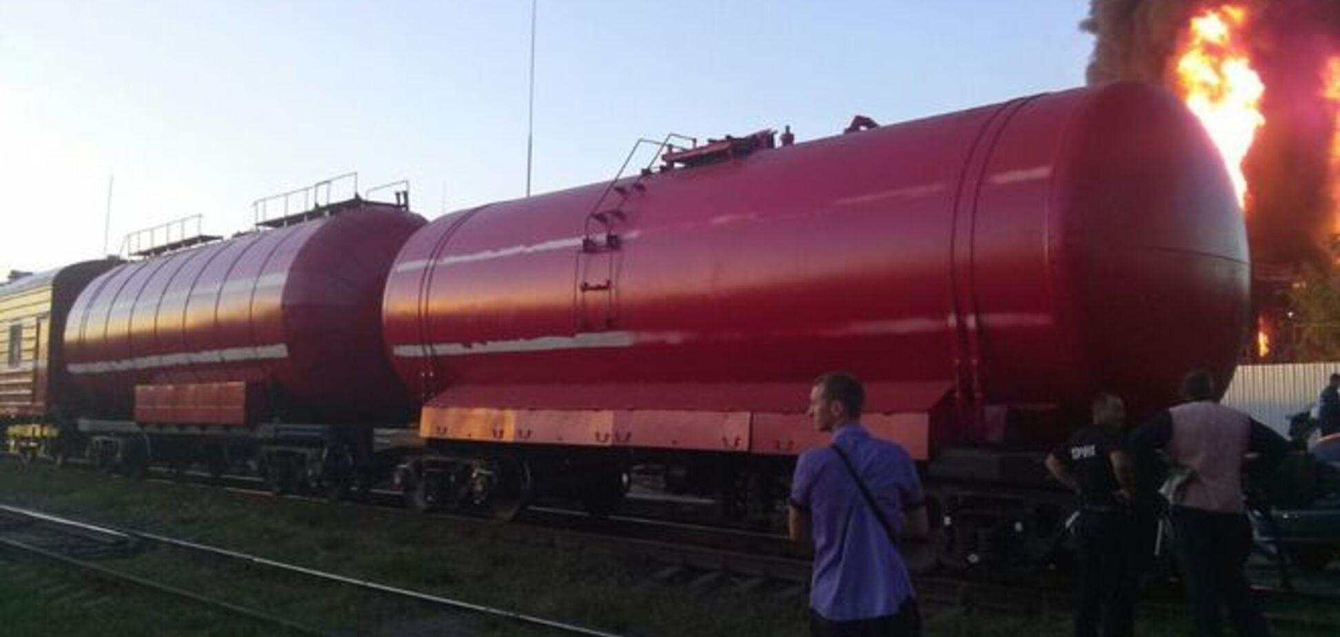 Пожар в Василькове: стало известно, почему до нефтебазы не доехали пожарные поезда