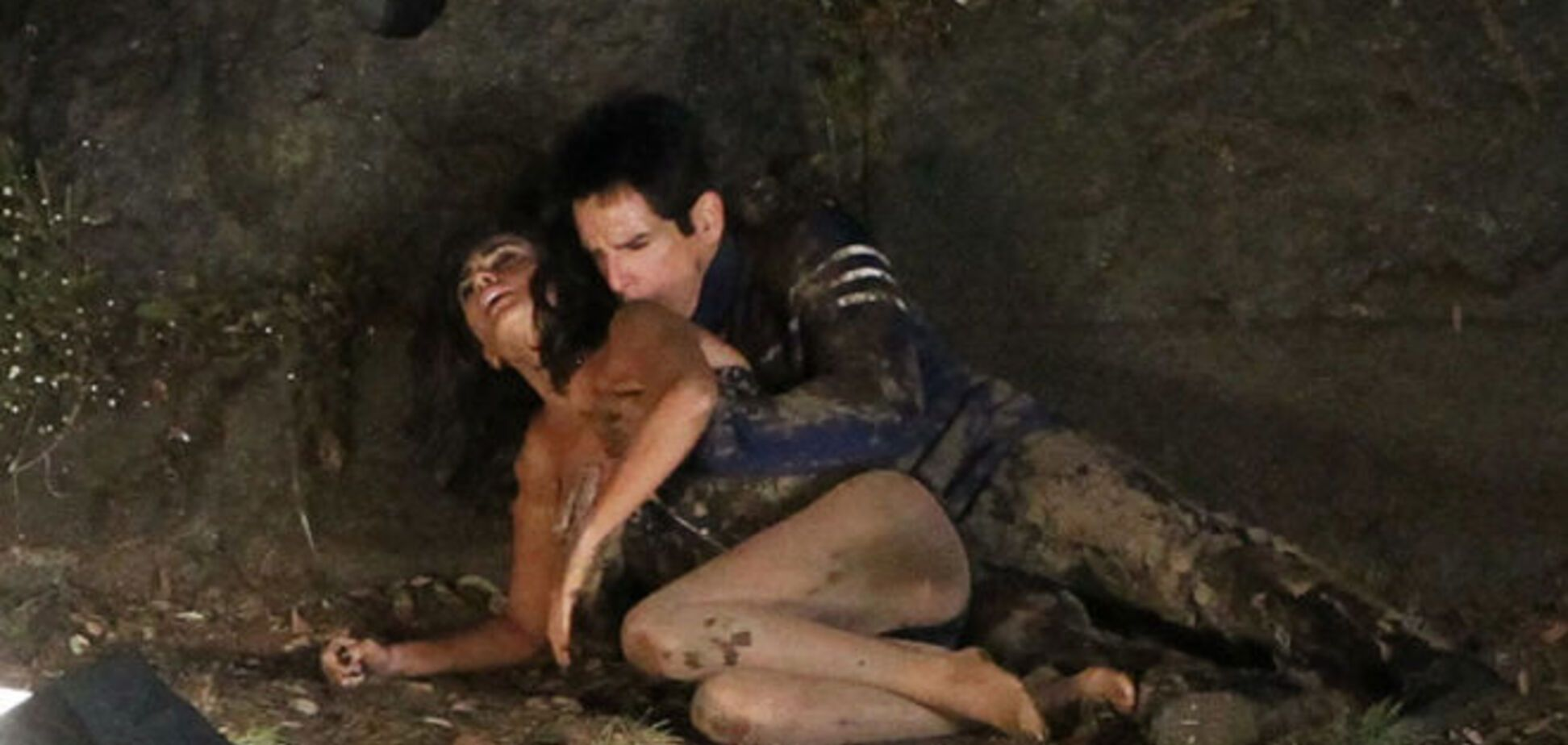 Бен Стиллер обласкал грудь Пенелопы Крус в грязи: фотофакт