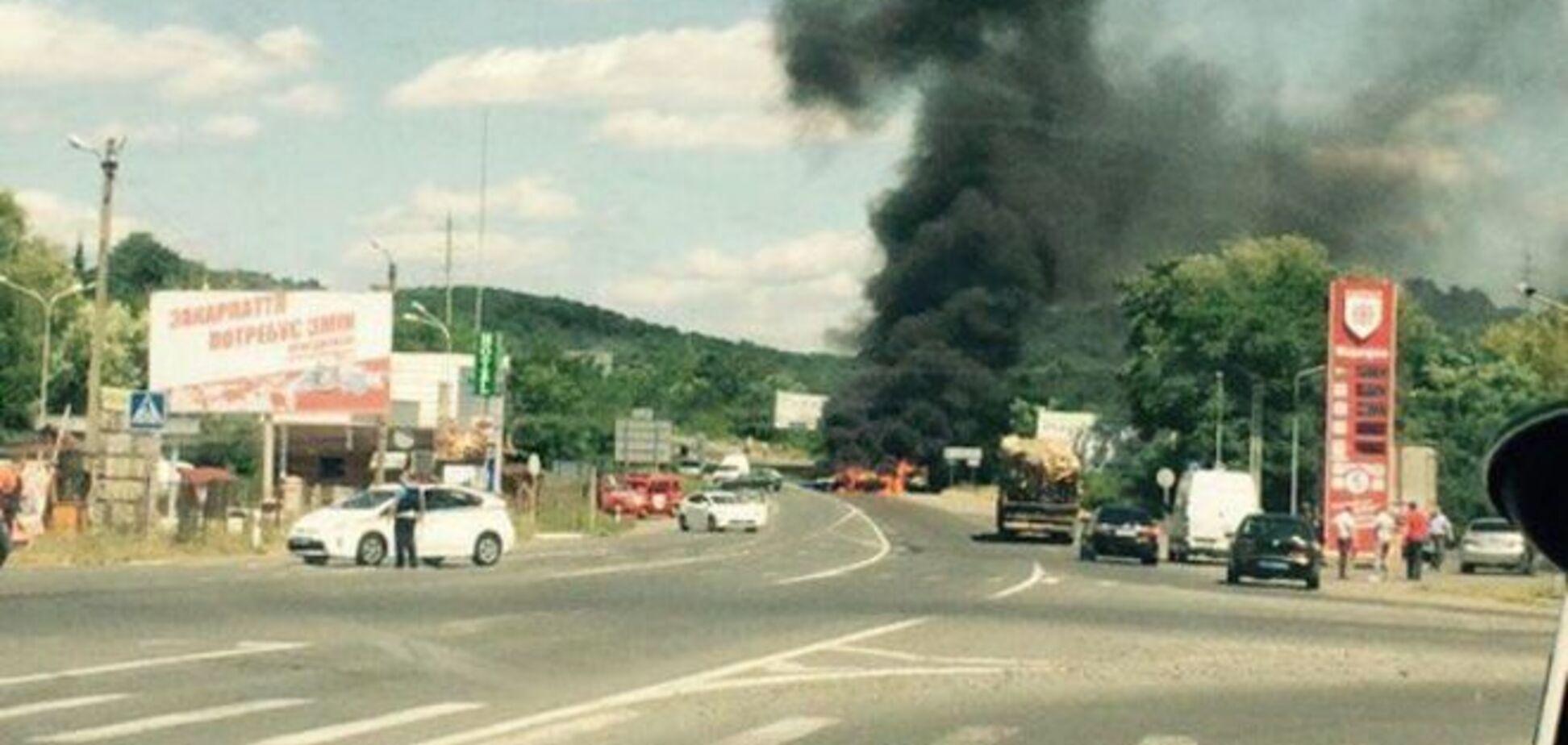 В перестрелке в Мукачево погибли трое. Милиция взяла нападавших в оцепление